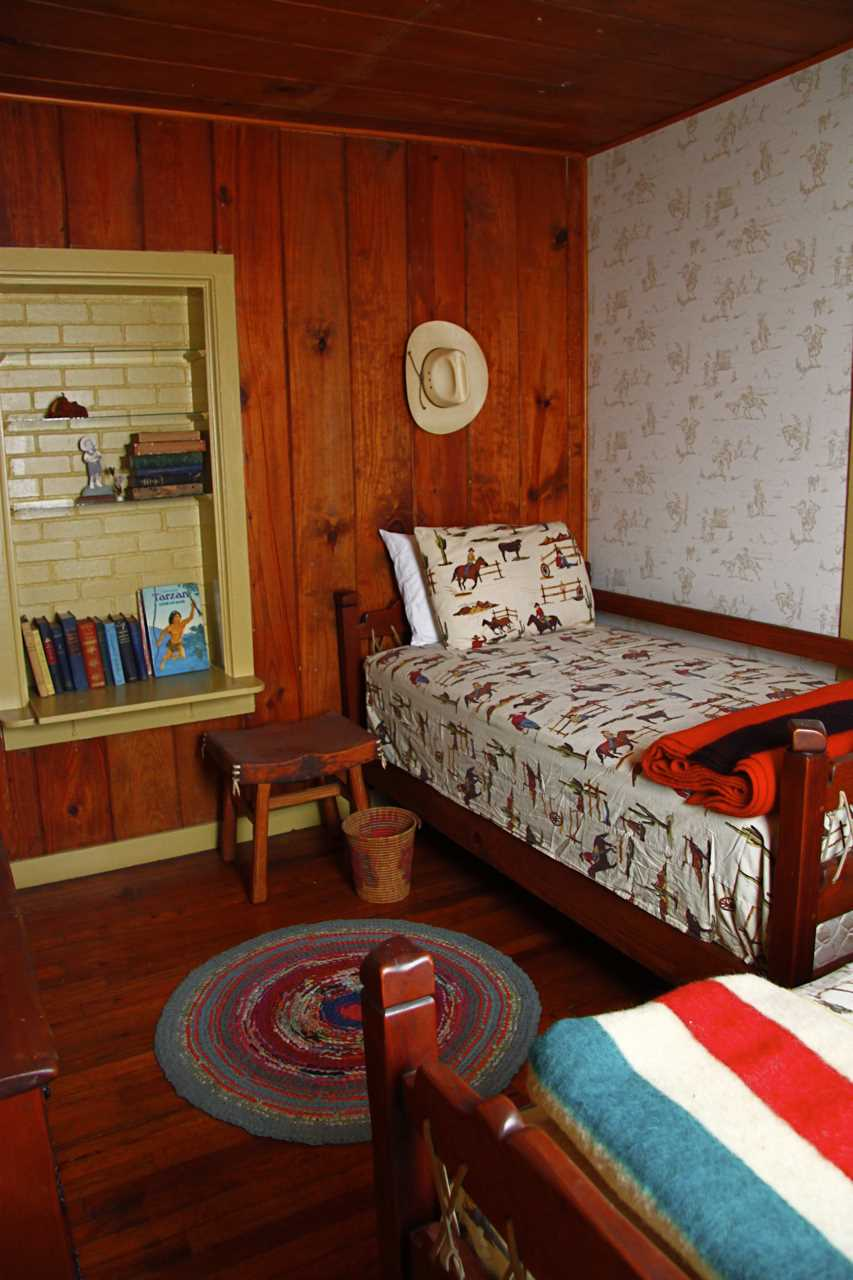 Hang your hat, pardner, and catch some restful Z's! With an additional sofa bed in the living area, the Ranch House comfortably sleeps six.