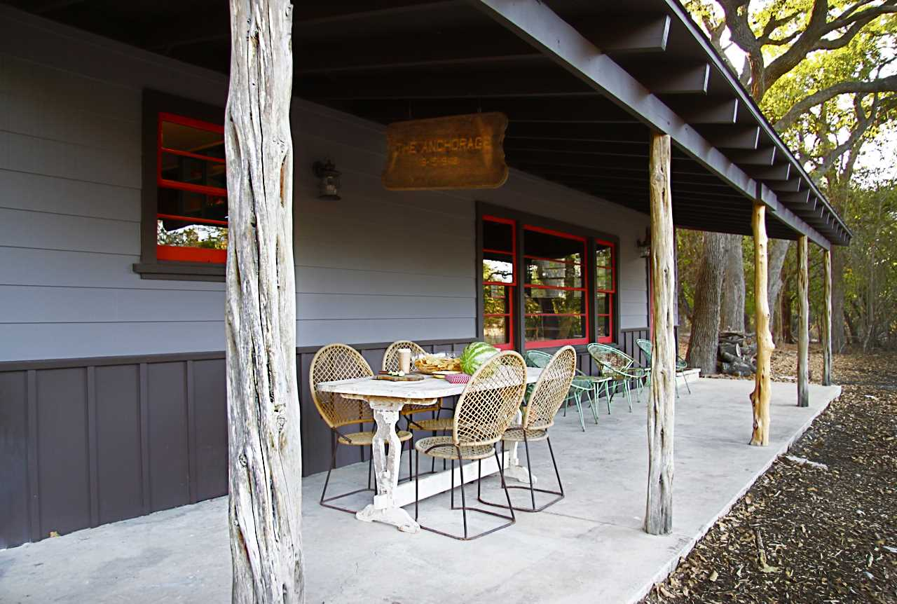 Texas Monthly magazine raved about the Ranch Oak House as one of the best places to stay in Bandera. Come see why!