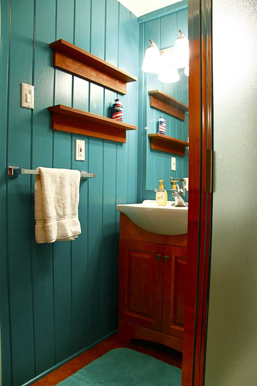 A vibrant splash of color and plenty of shelf space for your toiletries help you feel at home, even in the bath!