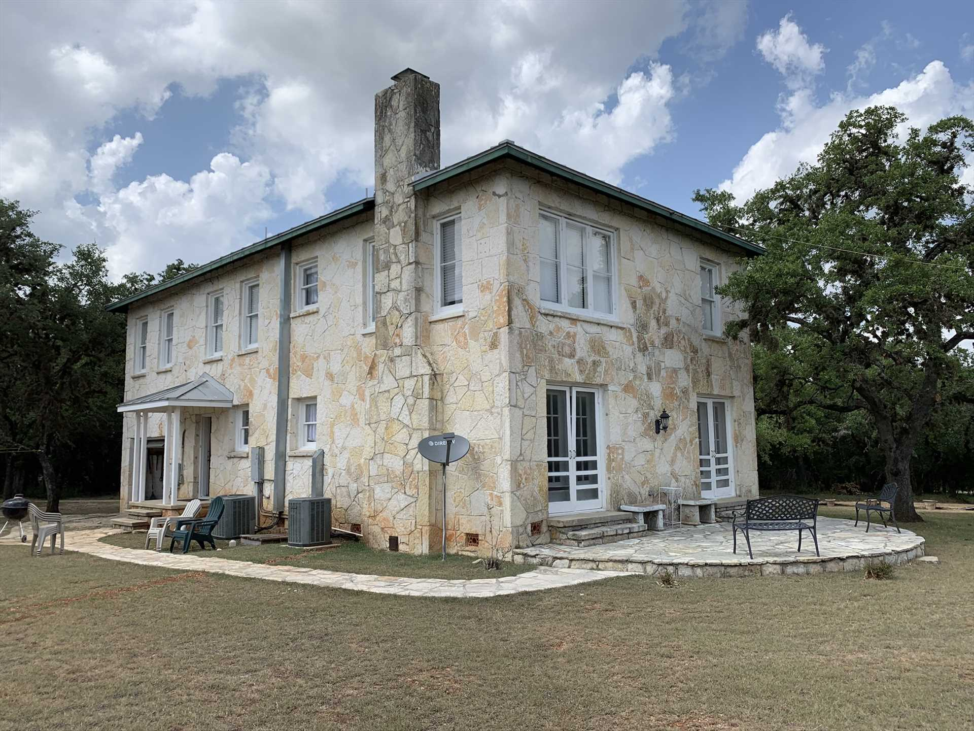 You'll have the best of town and country here-a beautiful and private rural setting that's a short drive from the town conveniences of Bandera!