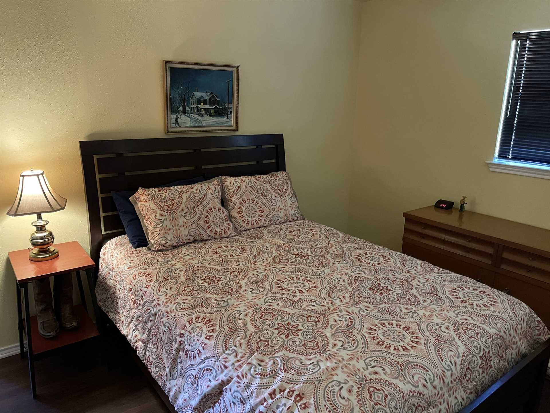 An enormous and comfy king-sized bed adorns the master bedroom, and clean bed and bath linens are provided throughout the home.