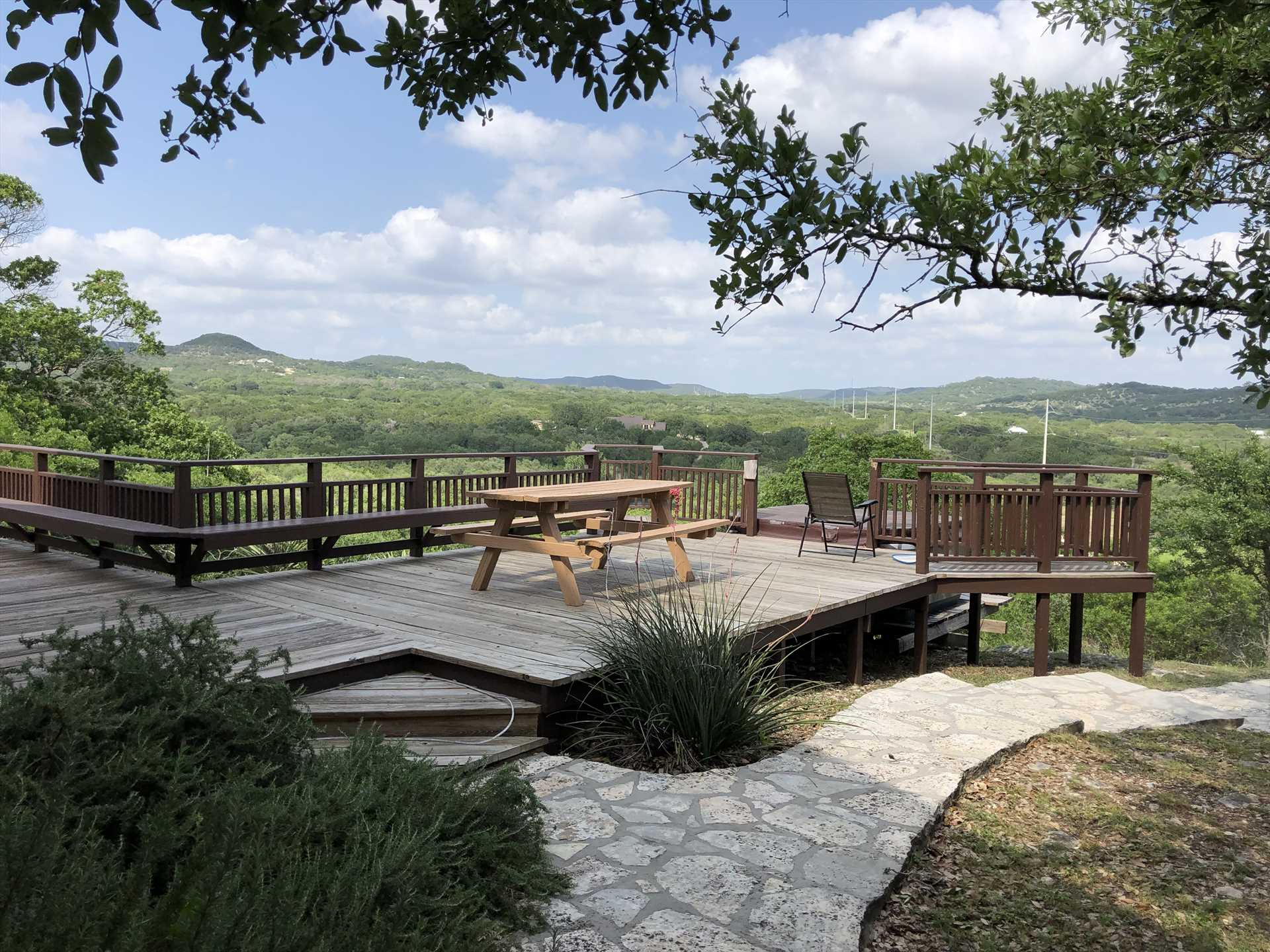 These are some of the most impressive bird's-eye views of the Hill Country. Have a soak in the hot tub and take it all in!