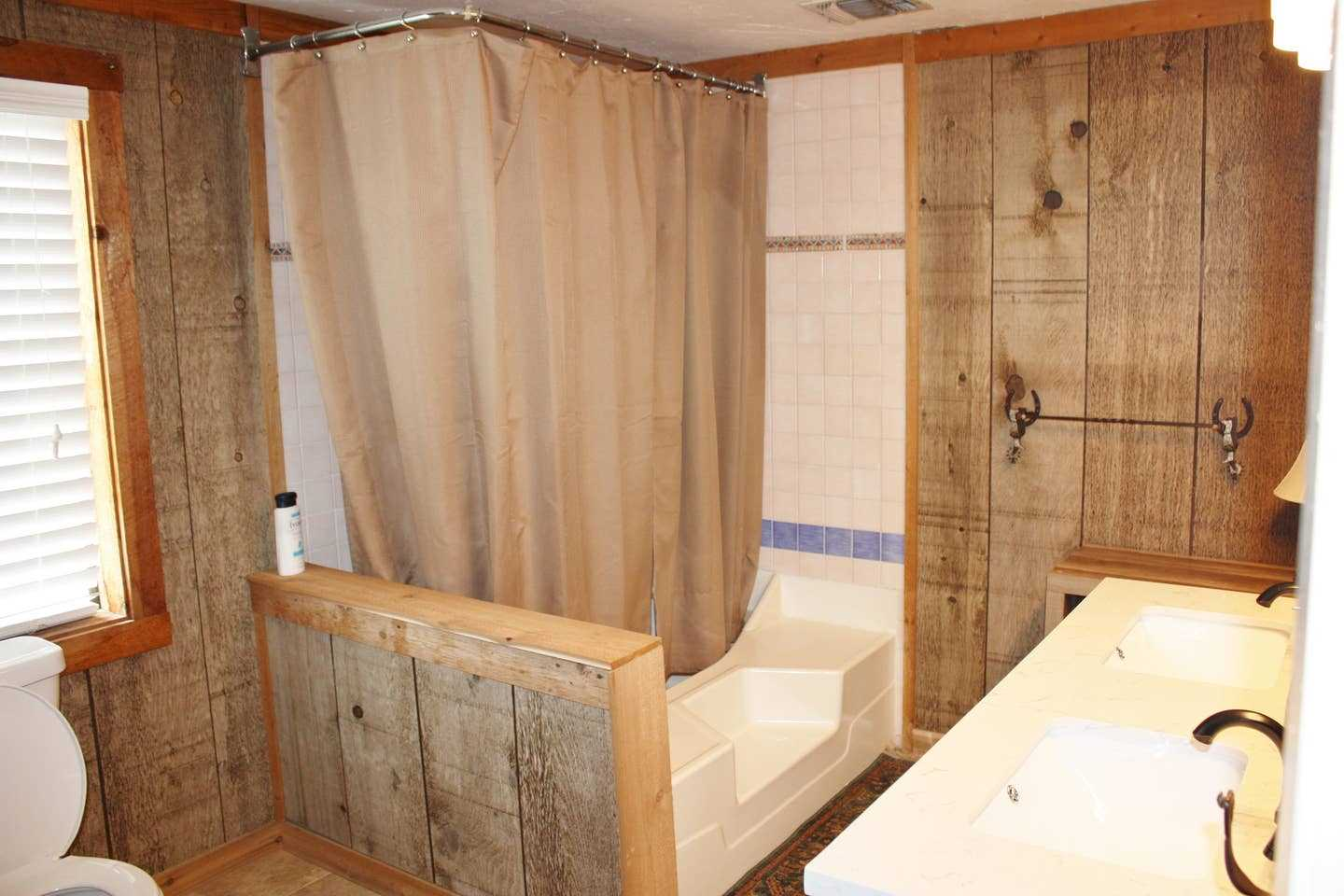 There's also a tub and shower combo in the master bath, and clean bathroom linens are provided in both bathrooms for all guests.