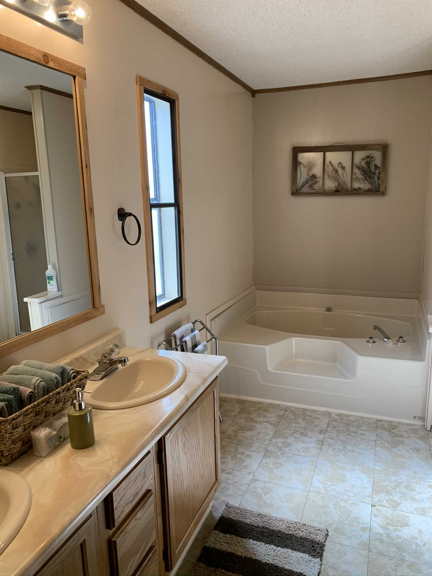 Twin vanities and a luxurious garden tub grace the master bath! There are two full baths in the Lodge, and they're both stocked with fluffy and clean linens.