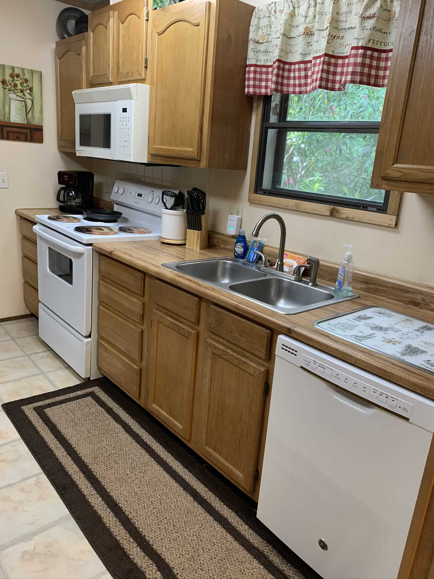 The kitchen at the Lodge is decked out with everything your resident chefs will need, and all will be served in comfort at the dining and gaming tables nearby.