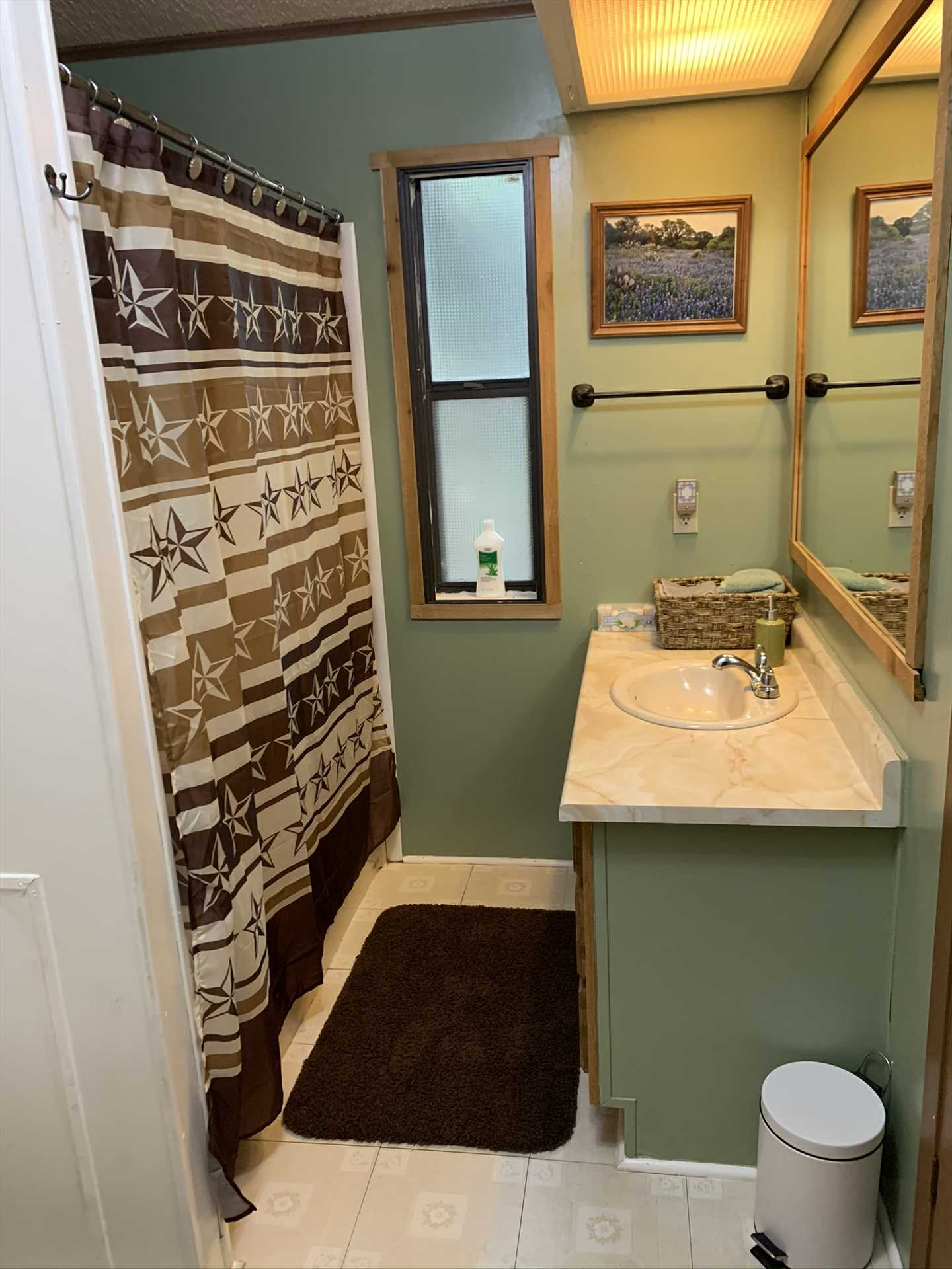 A shower and tub combo, along with plenty of complimentary linens, can be found in the second bath.