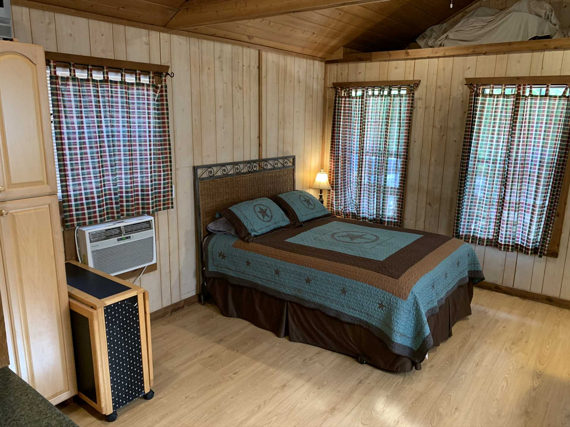 With luxurious sleeping space for up to four, the cabin serves equally well as a family getaway, or as a couples' retreat.