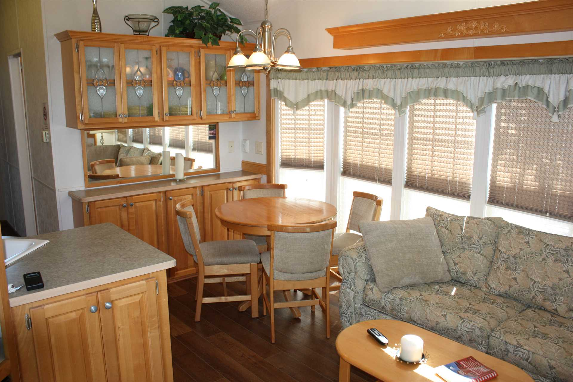 Homey country charm fills the entire cabin. What a delightful place to enjoy a country breakfast!