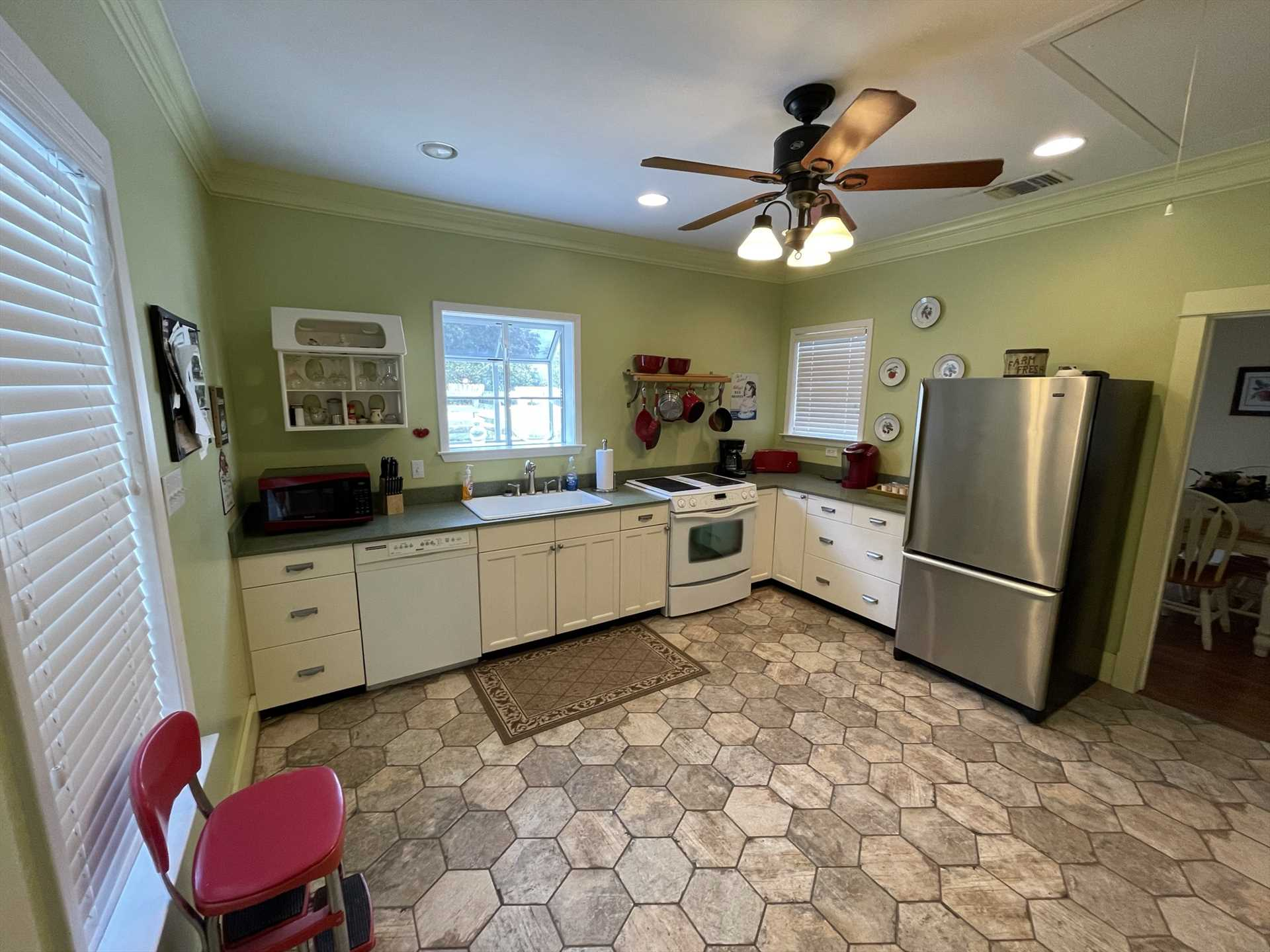 It's only appropriate that Granny Smith's Place includes a fully equipped country kitchen!