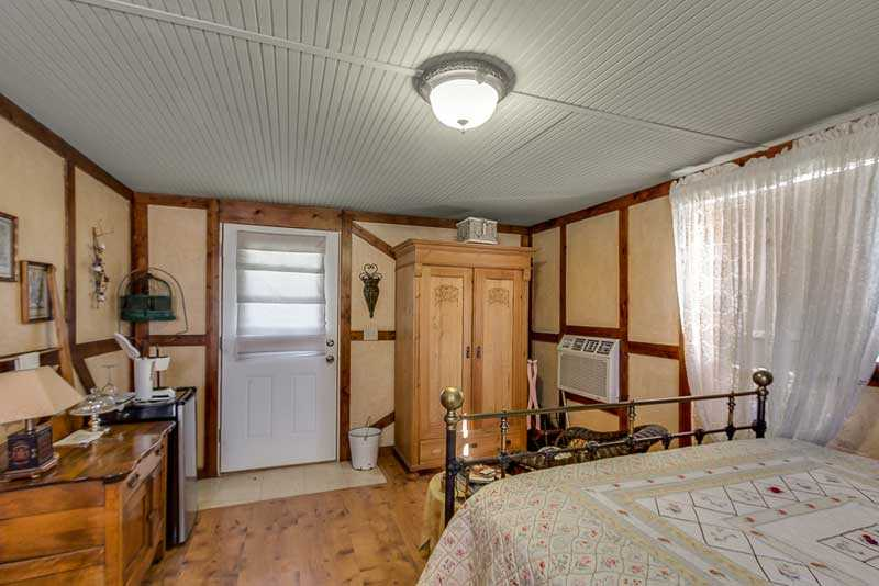 This lover's cottage comes with climate control, cable TV, and you'll even find complimentary beverages in the mini fridge!