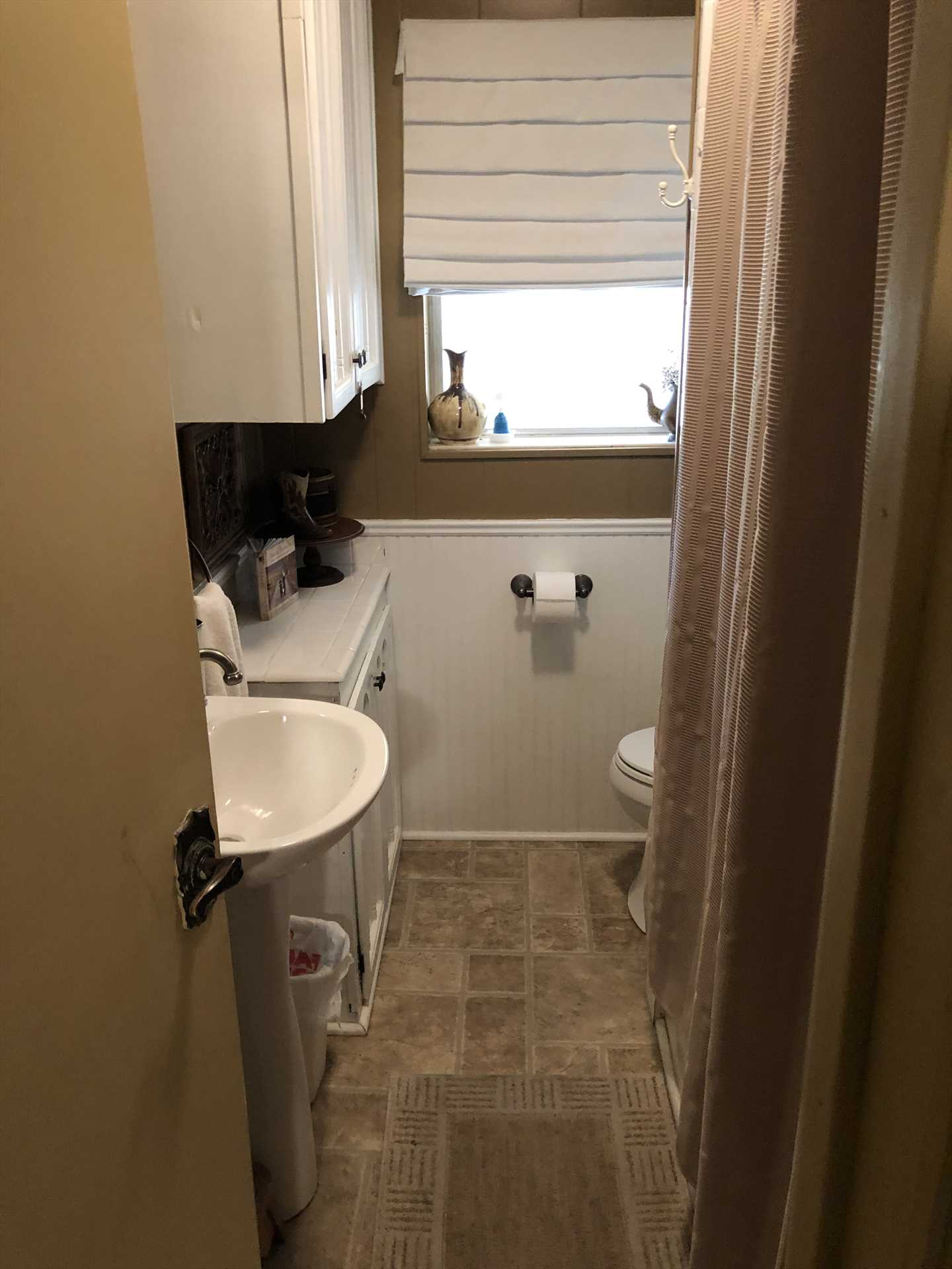 The second full bath is kept immaculately clean, and features not only a shower/tub combo, but clean linens for all.