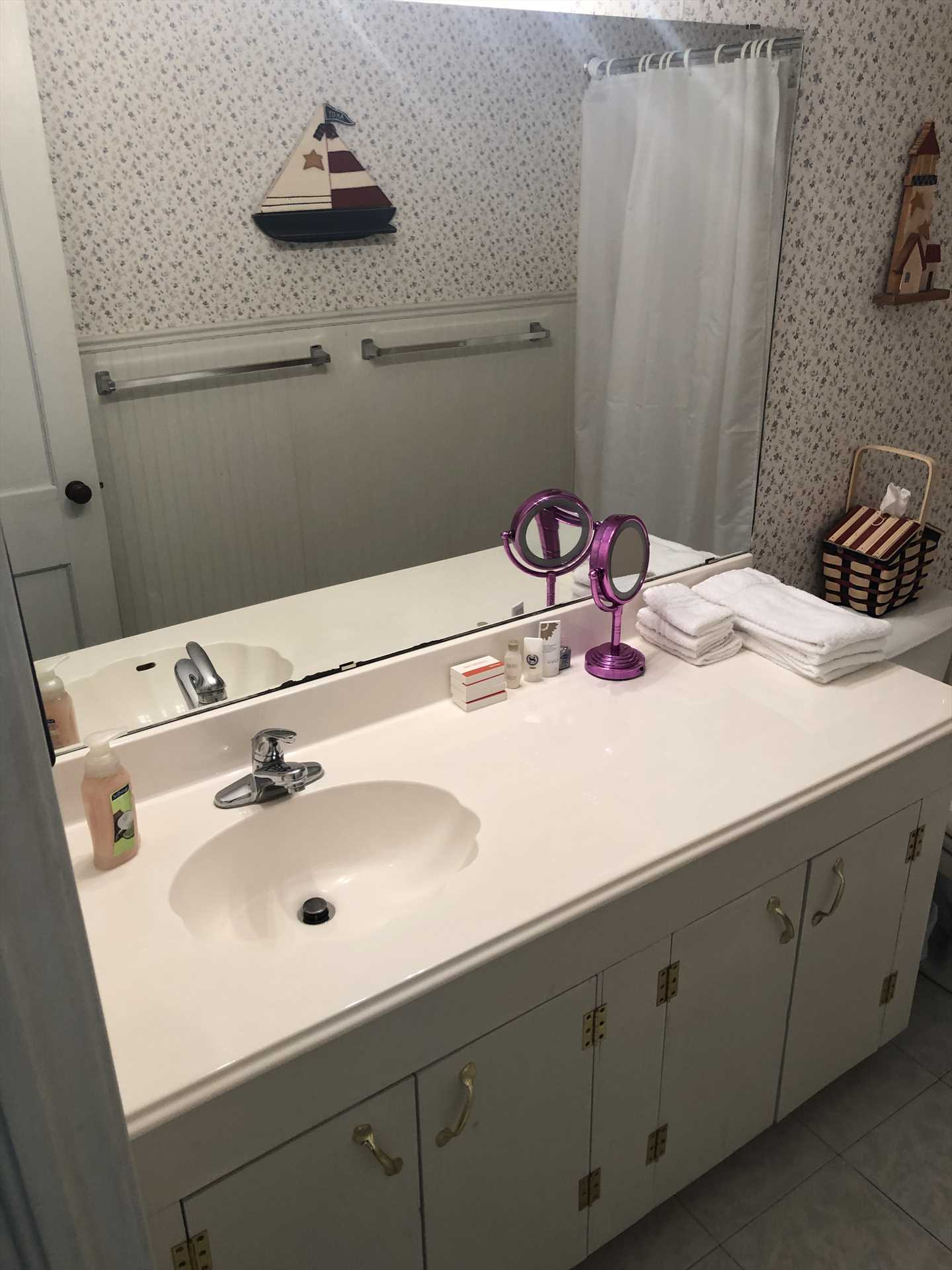 The immaculate full bath includes a tub and shower combo, and fresh and clean bed and bath linens are included!