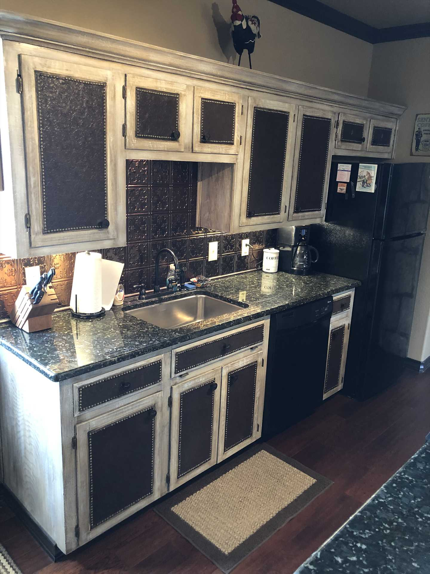 High-contrast cabinetry and accents give the full kitchen a vintage and modern look all at the same time!