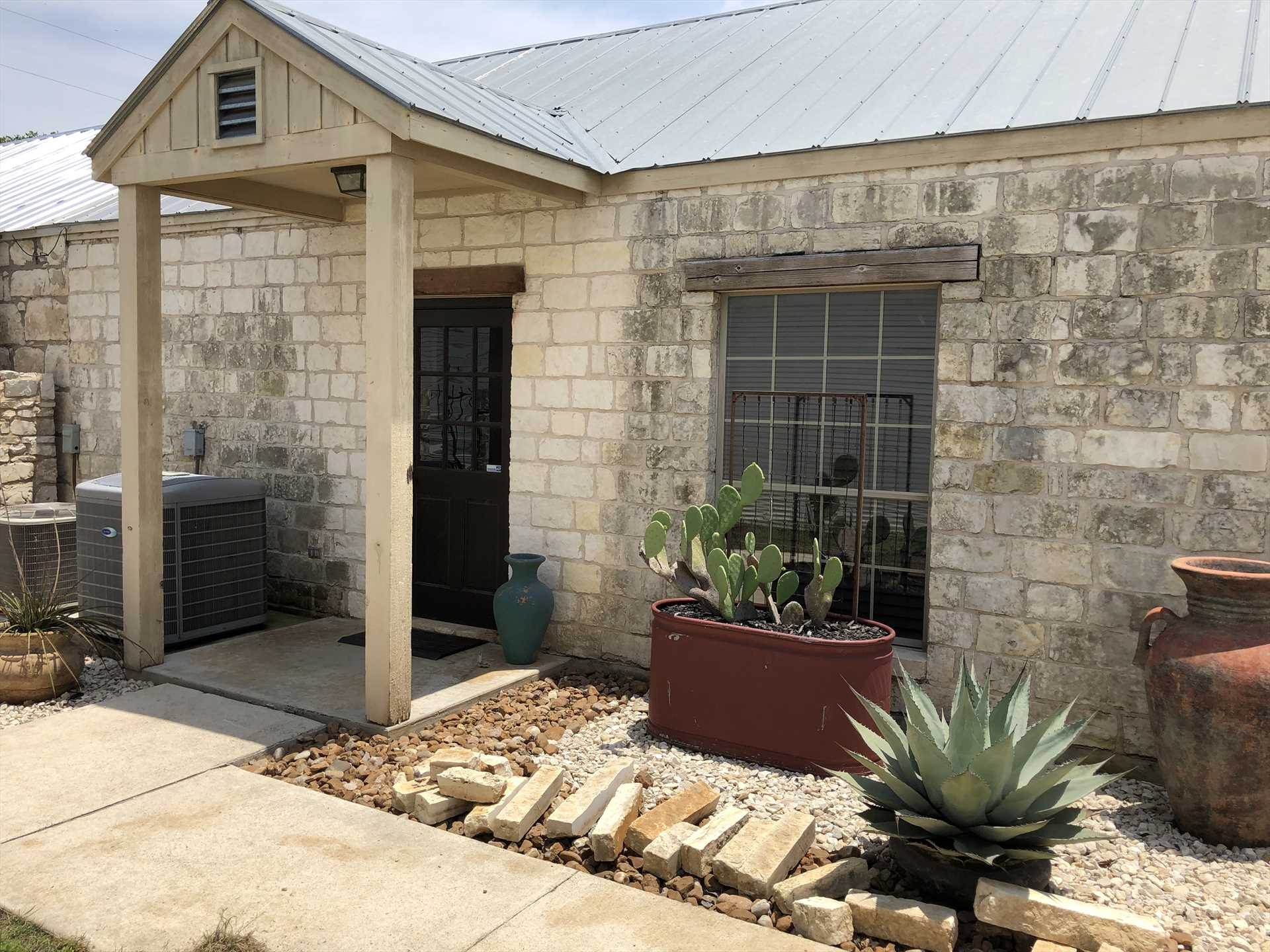 Your cozy Bandera vacation home includes a charcoal grill out back for hearty outdoor meals.