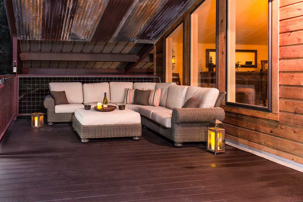 The spacious back deck is outfitted just as nicely as a living room! Relax in comfort and enjoy the breezes and Hill Country views.