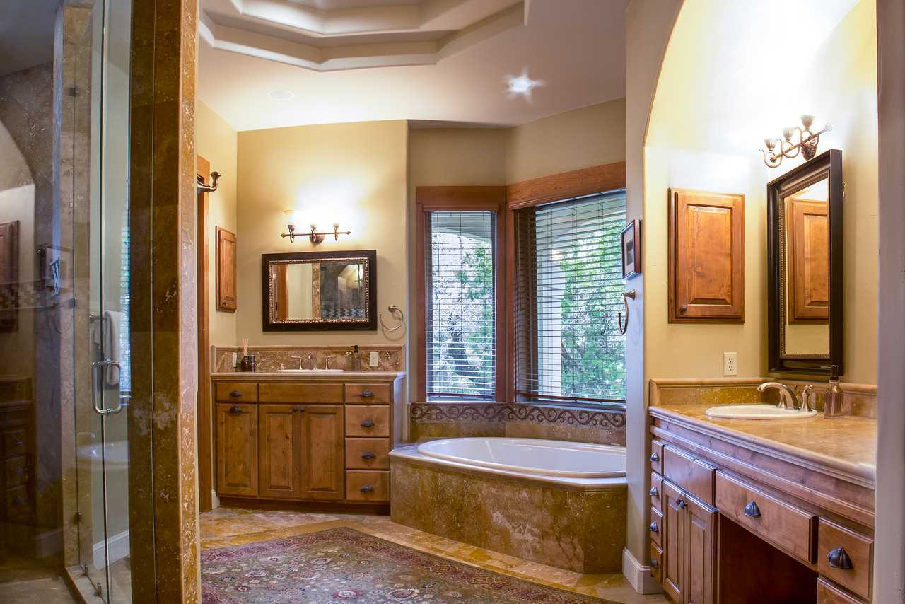 Spoil yourself in the space of the huge master bath! Twin vanities, an enormous walk-in shower, spacious tub, and soft, clean linens make even cleaning up a pleasure.