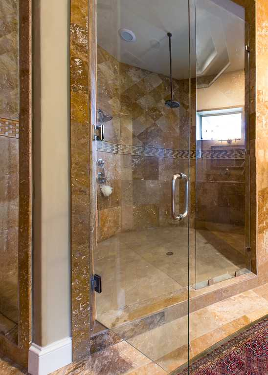 Two shower heads in the master bath shower assure maximum cleanliness in classy comfort!