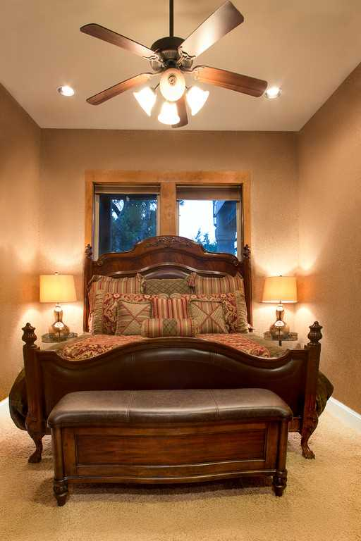 A king-sized bed and full bath (with a tub and shower combo) graces the third bedroom. All bed and bath linens are included throughout the Summit House.