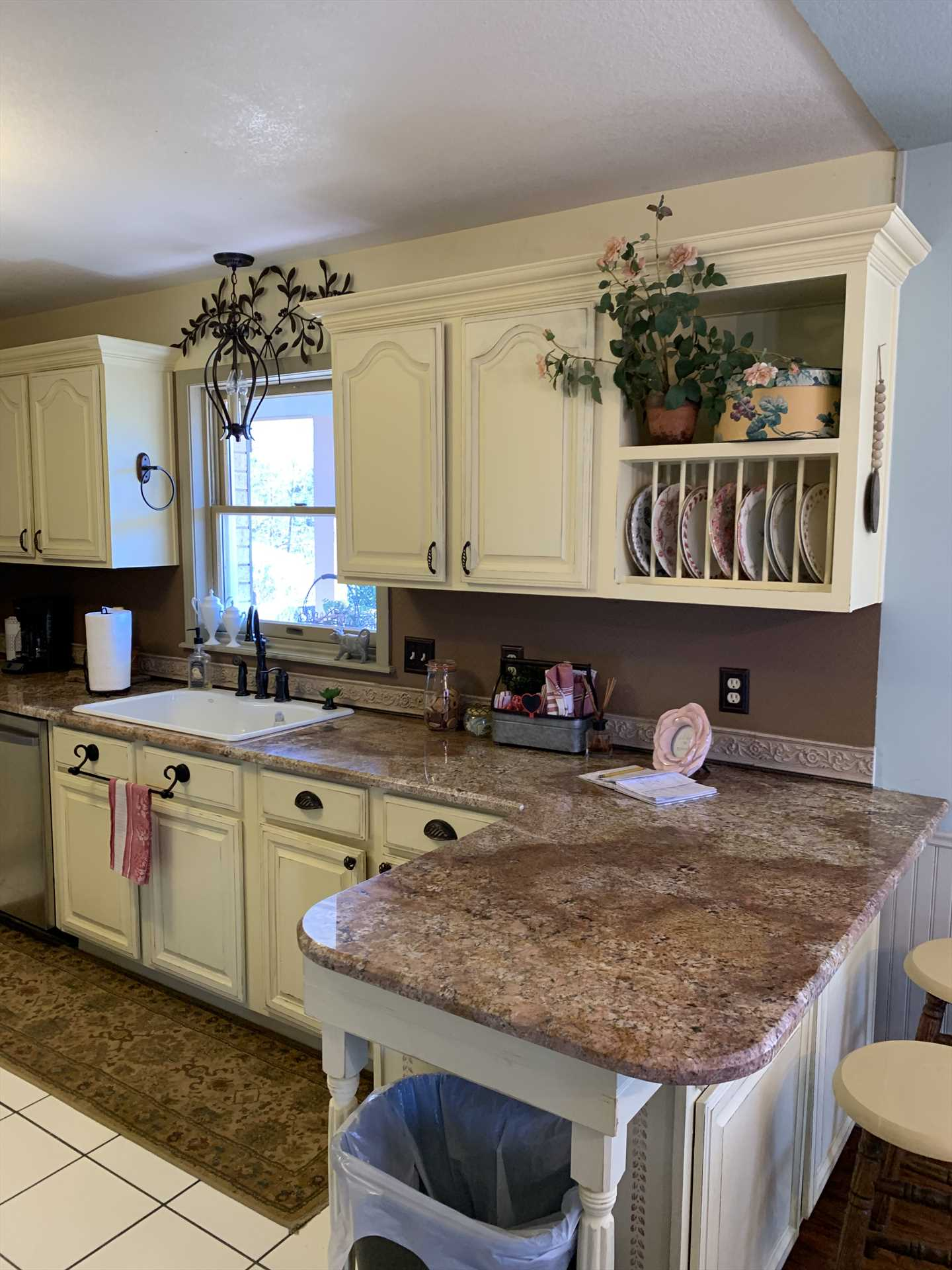 Cooks and food fanatics alike will love the modern appliances and tons of counter space in the enormous kitchen!