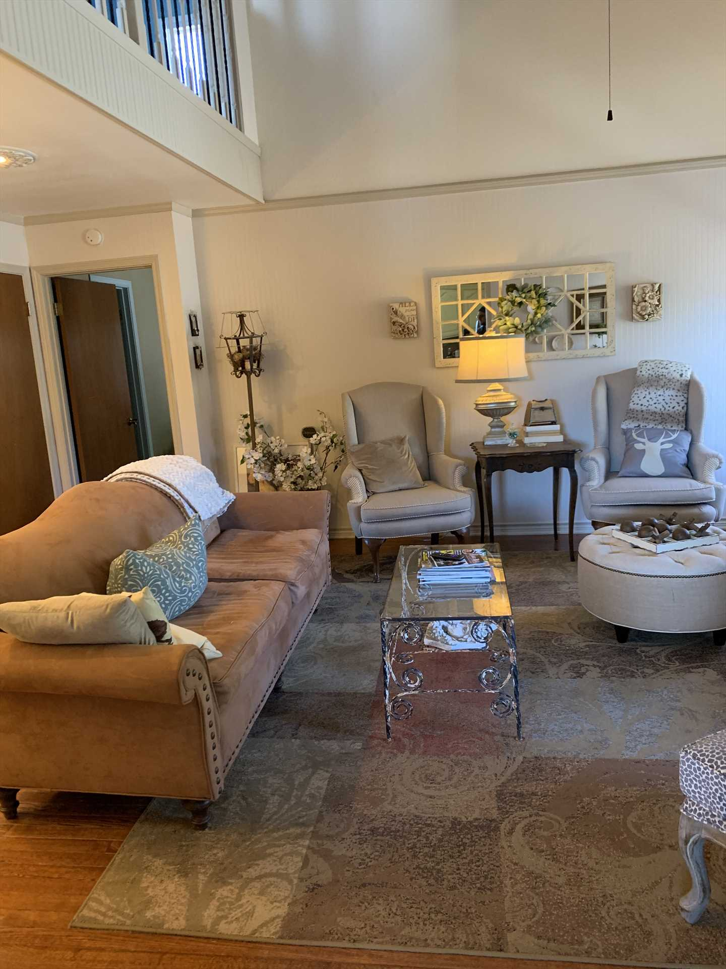 High ceilings and plenty of sunlight make the living area a comfortable pleasure! All of Water's Edge is kept just right with central air and heat, too.