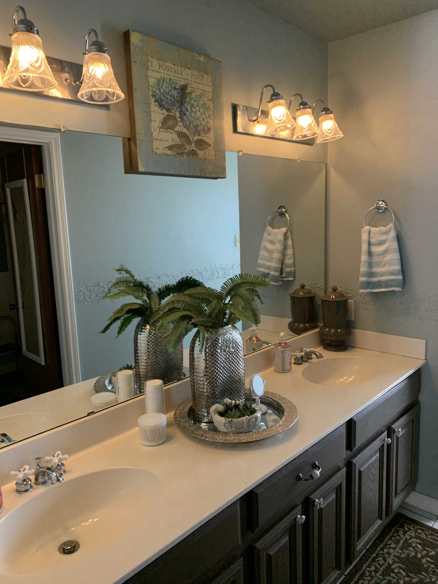 Along with a roomy double vanity, the master bath comes with clean and fluffy bath linens, as well (as do all the baths here).