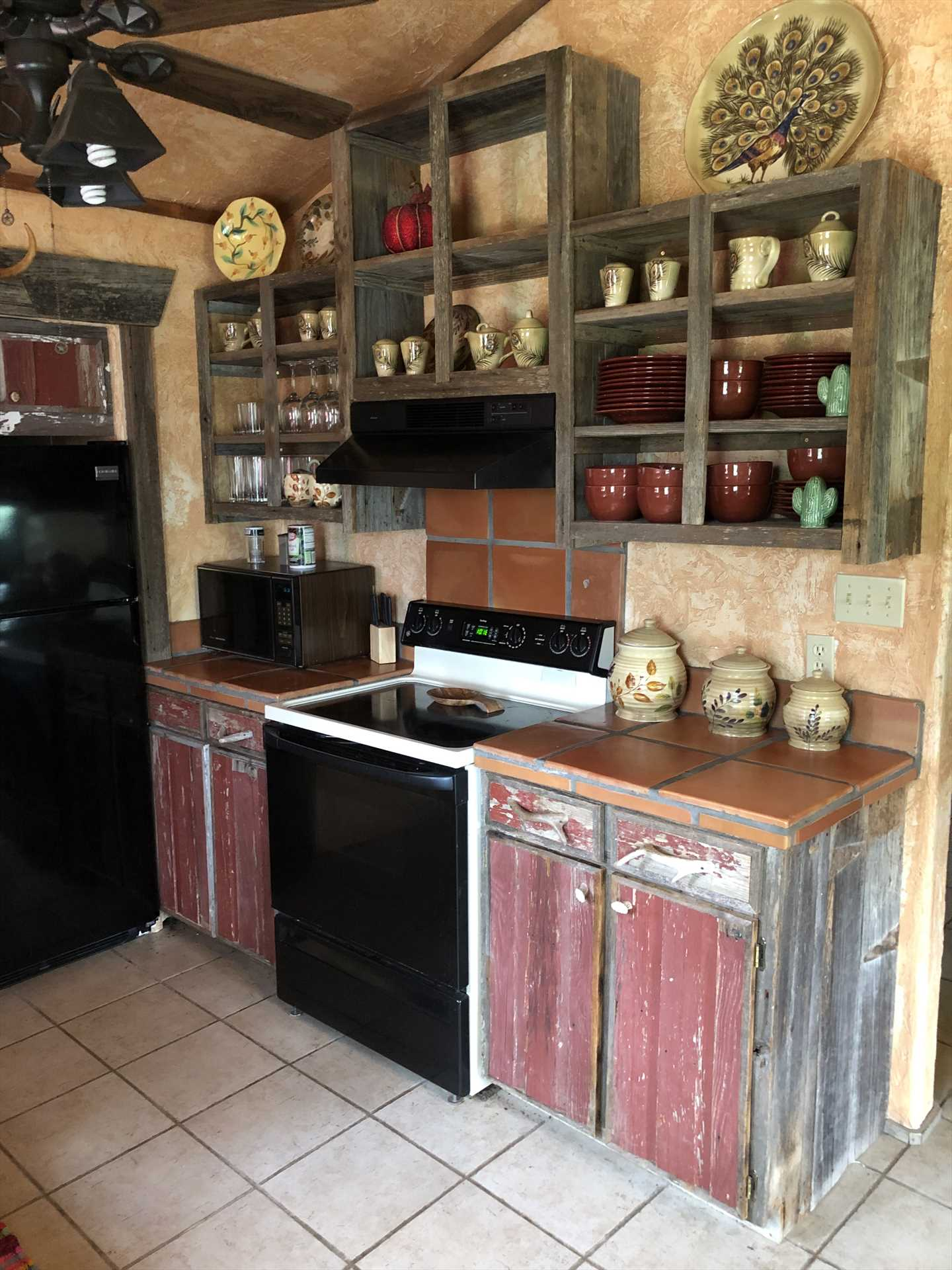 With a stove, microwave, coffee maker, fridge, and more all at your fingertips, all you need to bring is your country cooking expertise!