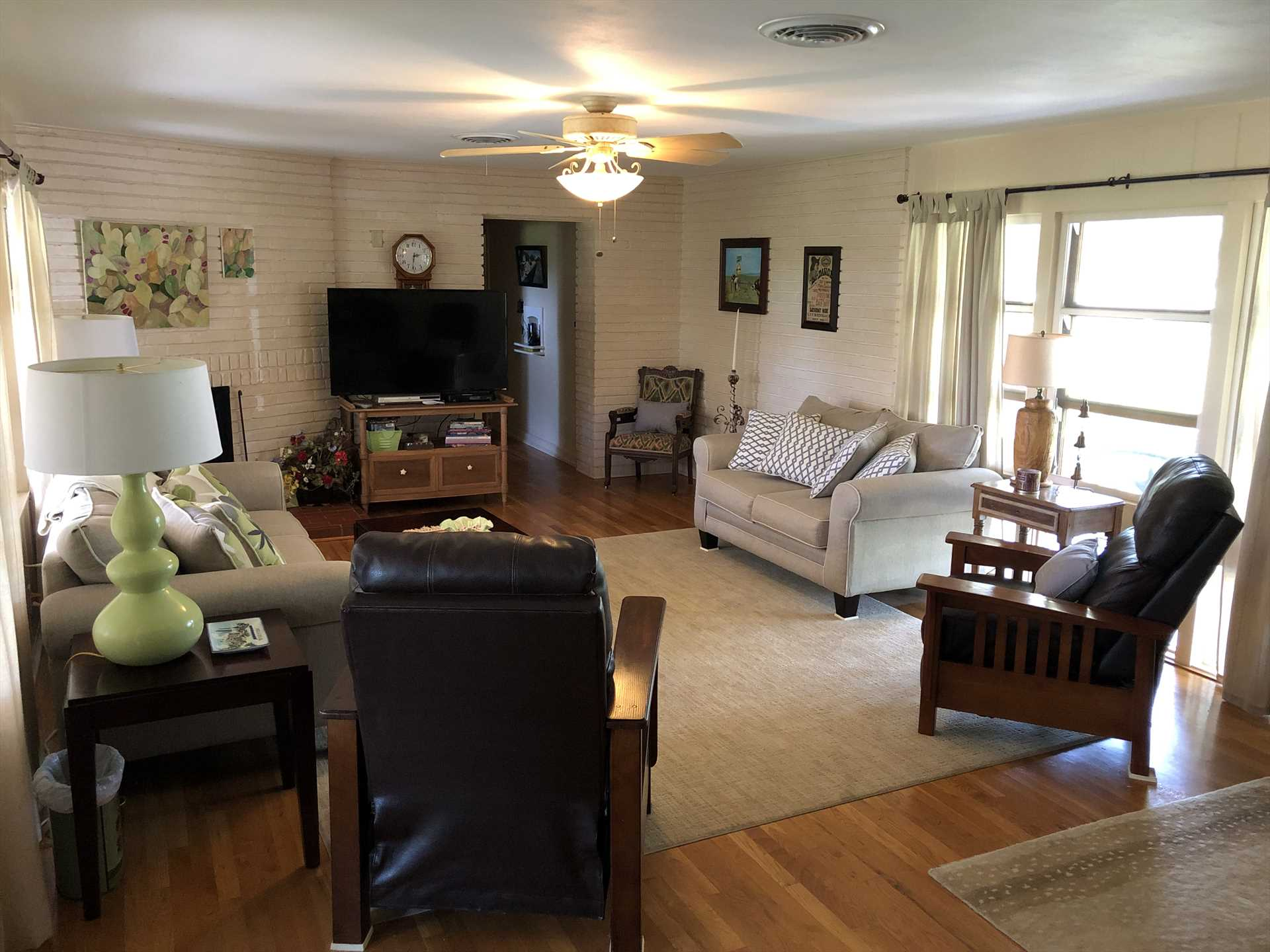 Central air and heat, along with adjustable ceiling fans, make this beautifully furnished rental a comfortable Hill Country escape year round.