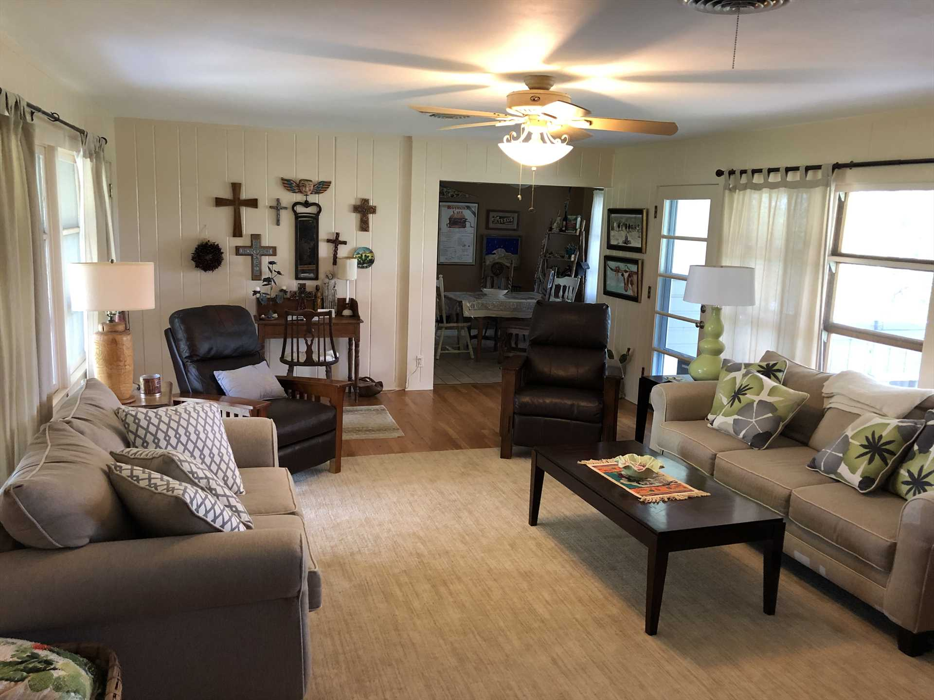 Imagine your family in this well-lit and relaxing living area!
