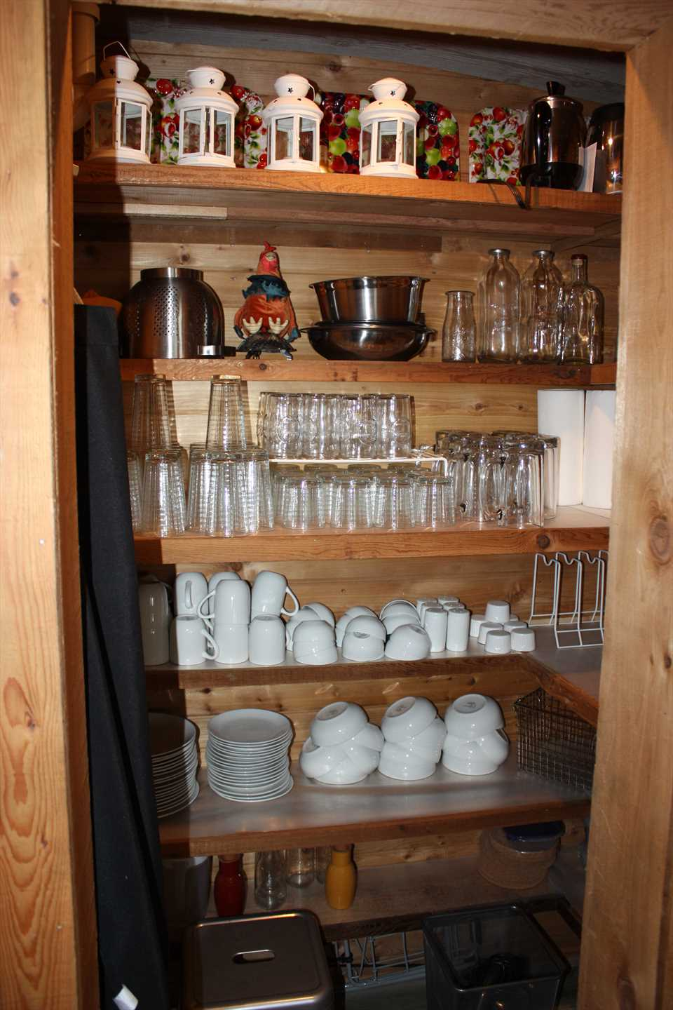 Putting on a big feed? All the utensils, cookware, glasses, and serving ware you could possibly need are all here!