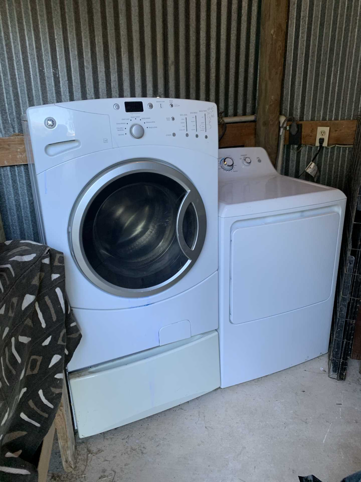 No piles of dirty clothes! Keep 'em clean with the on-side washer/dryer combo.