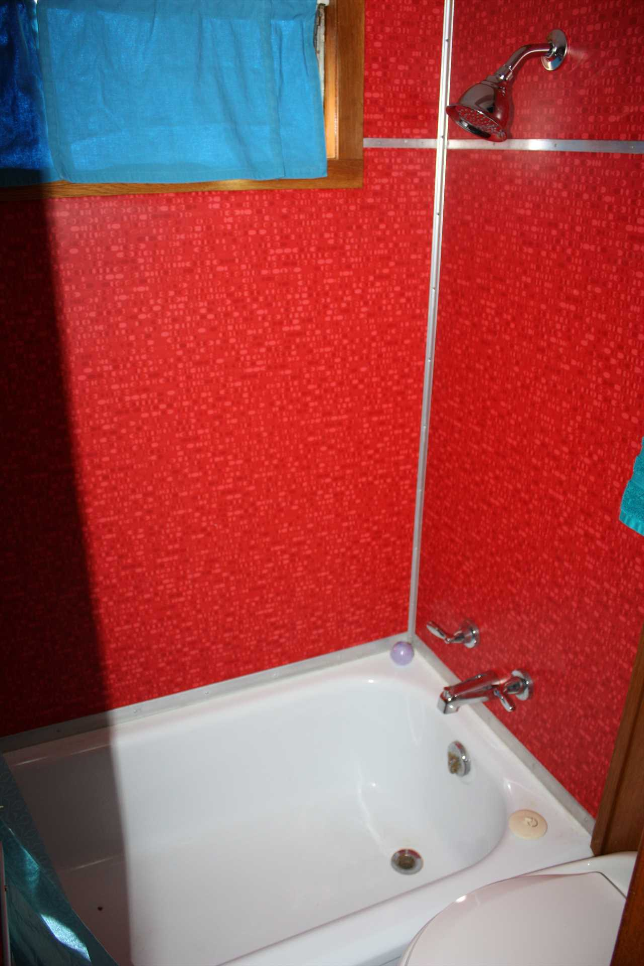 The Spartanette features a full bath with a tub and shower combo, and clean bath linens are provided for all our guests.