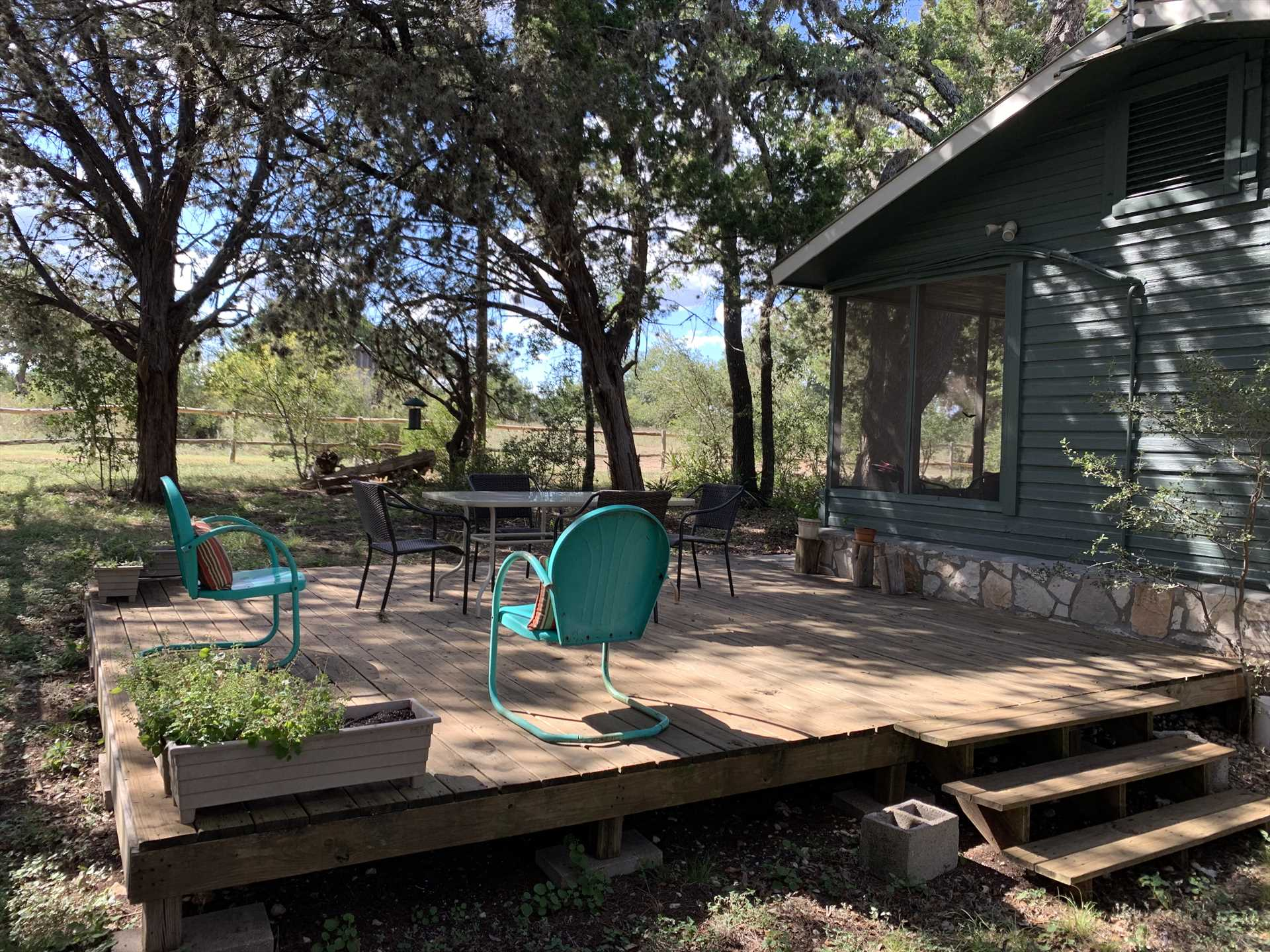 The shaded deck is a paradise for both nature lovers and amateur astronomers!