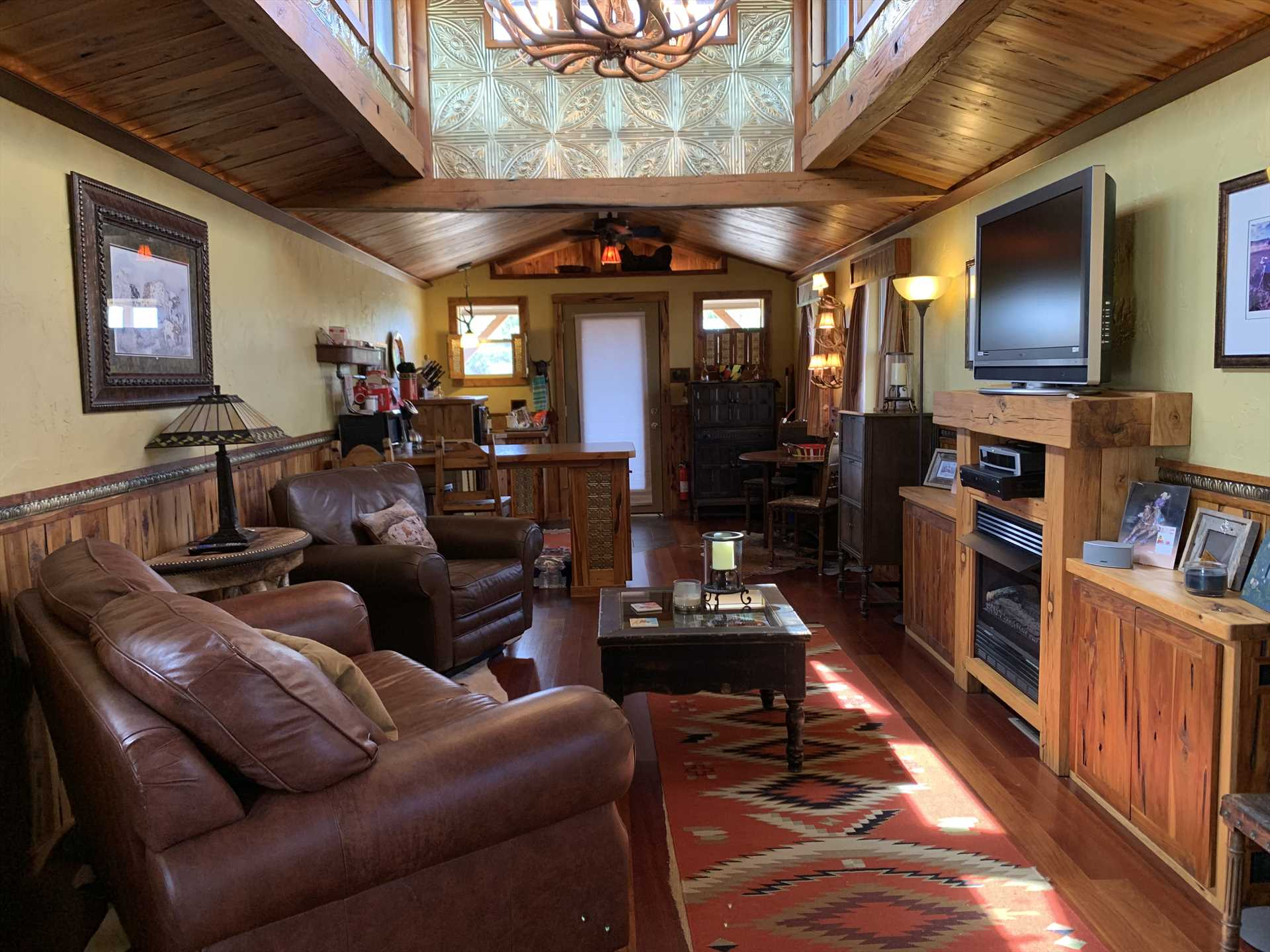 We love to welcome our guests with warm colors, vintage furnishings, and a classic southwestern theme.