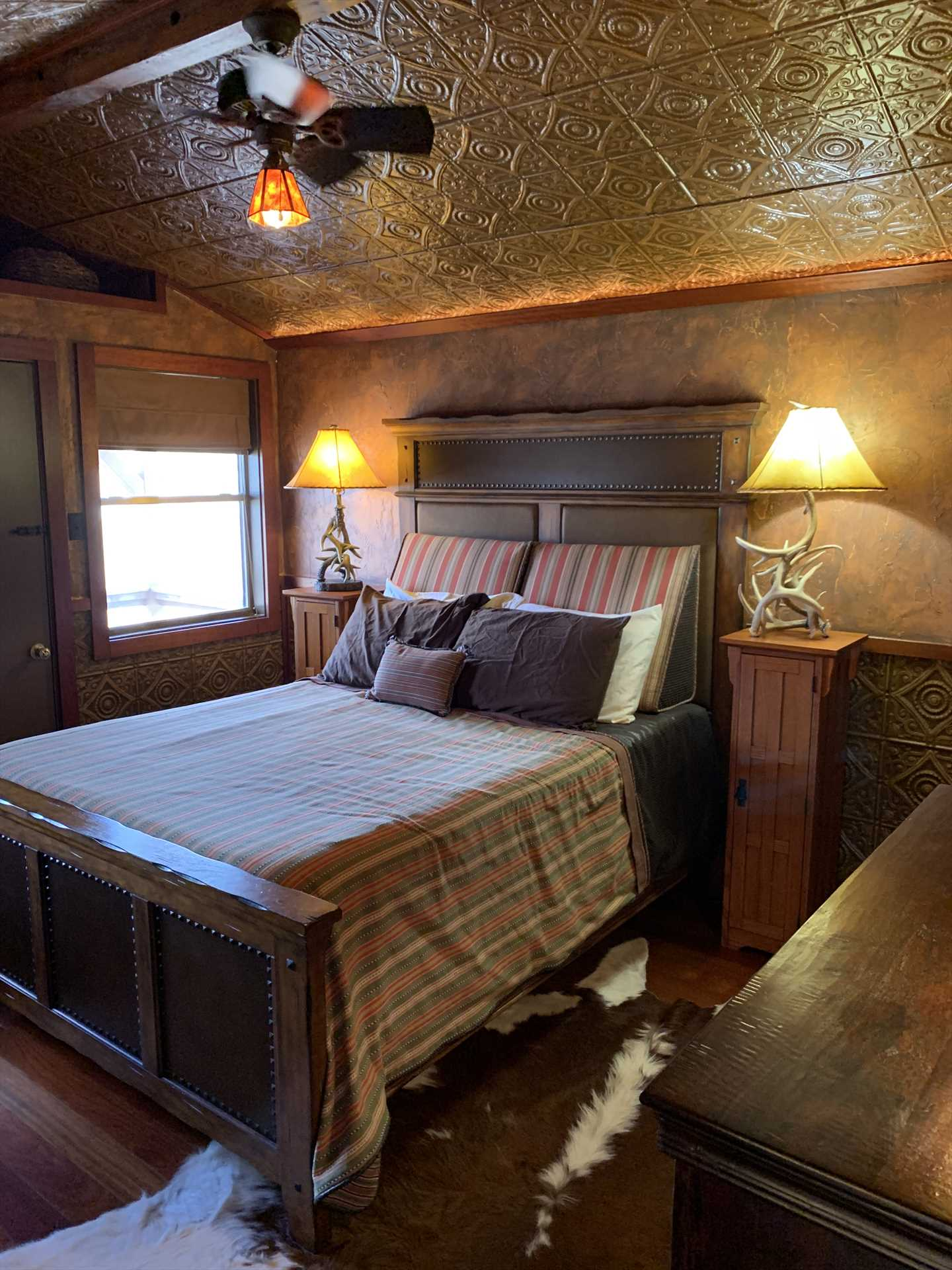 Rest your head in incomparable country comfort on the big queen-sized bed! Clean bed and bath linens are provided for your stay, as well.
