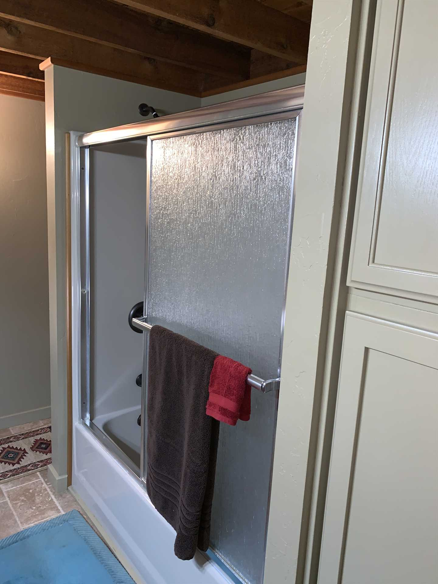 A clean and modern tub and shower combo make cleanup a pleasure!