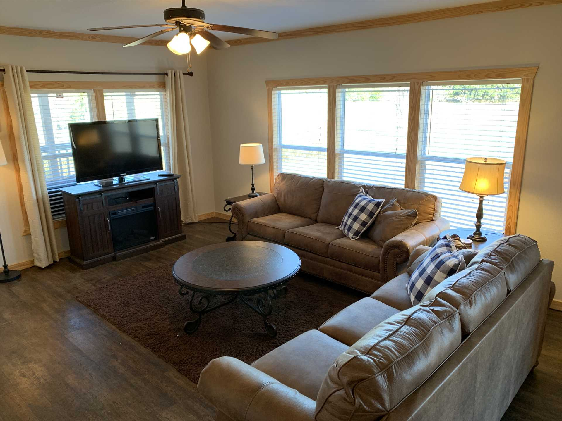 Satellite TV and Wifi are the tech extras you'll find in the comfy living area, flooded with warm natural light during the day.