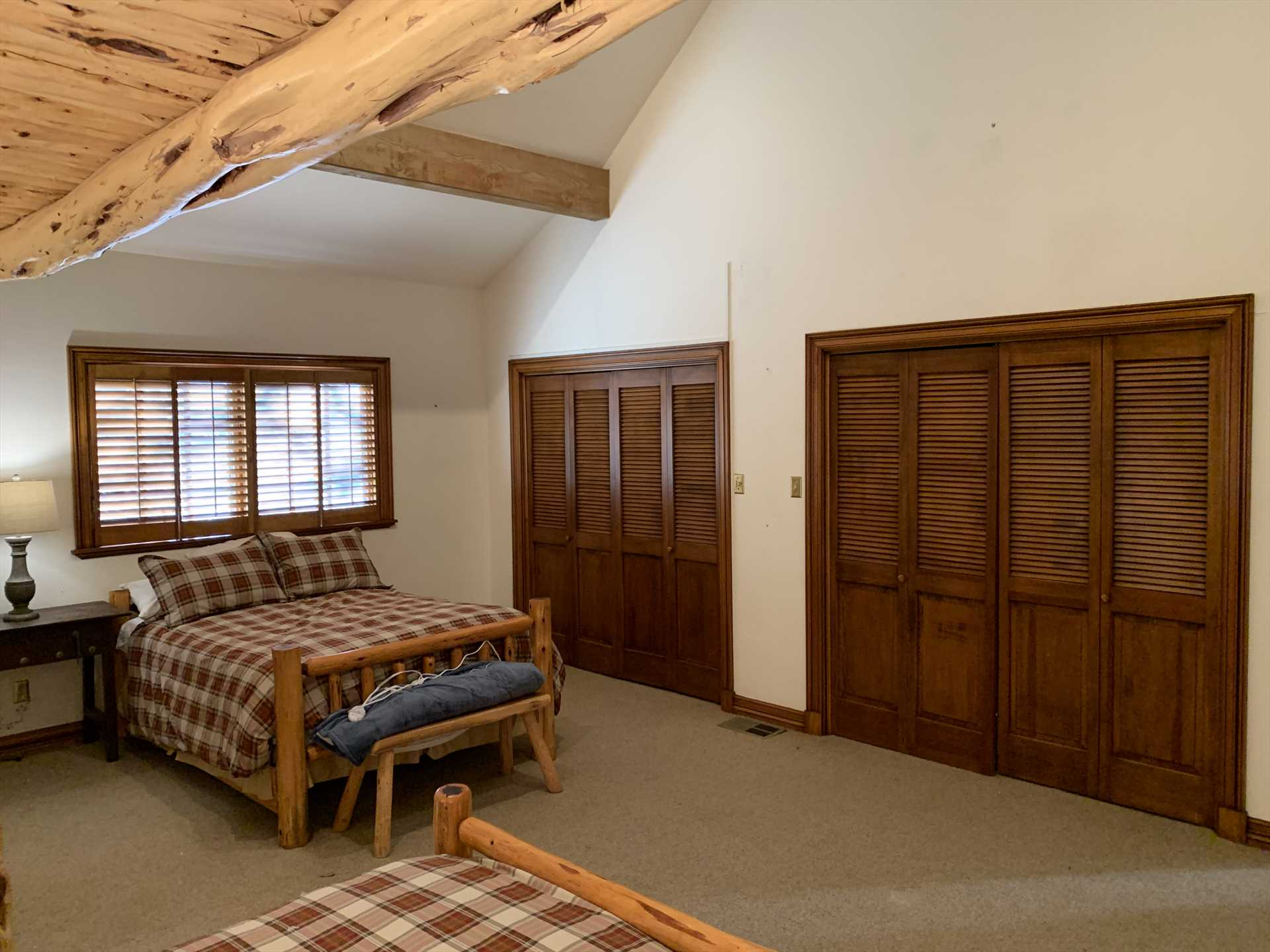 With the option of two additional roll-away beds, the Homestead has room to comfortably sleep up to 14 people-and all beds come with clean and comfortable linens.