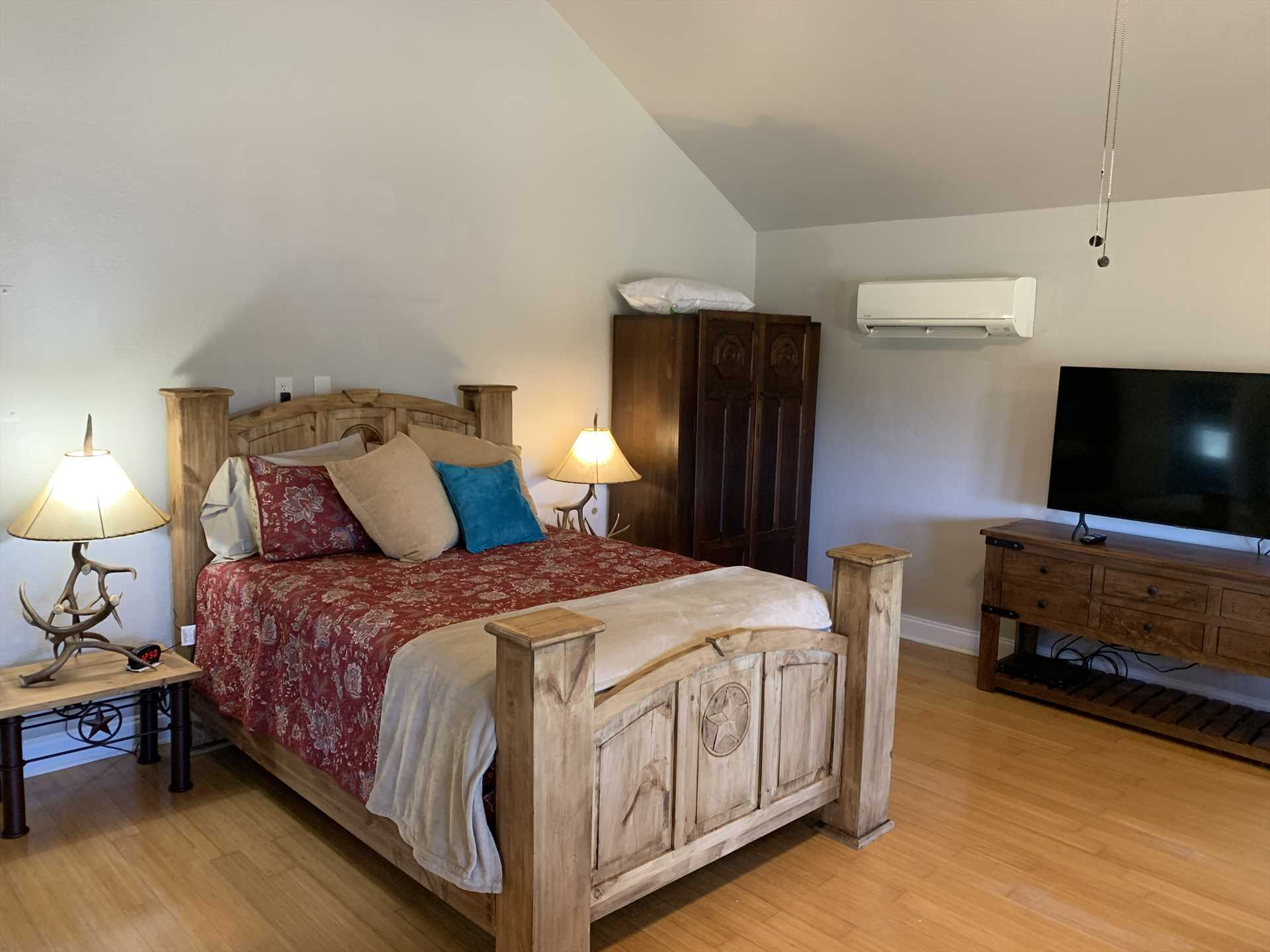 The handsome woodwork at the head and foot of the big queen bed highlight where you'll enjoy restful sleep. Bed and bath linens are provided, too!