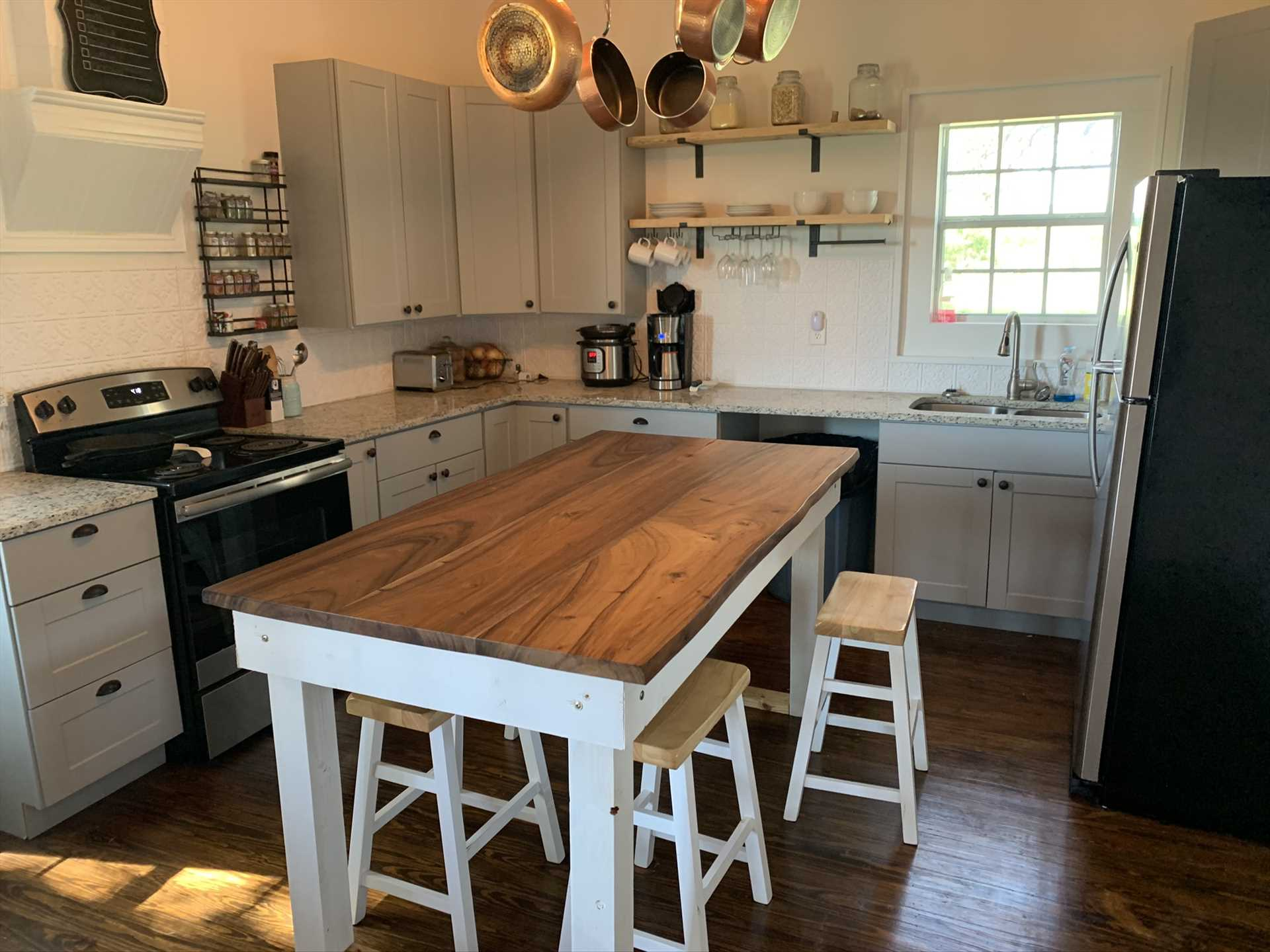 Old country charm and modern convenience come together in the fully-appointed kitchen here.