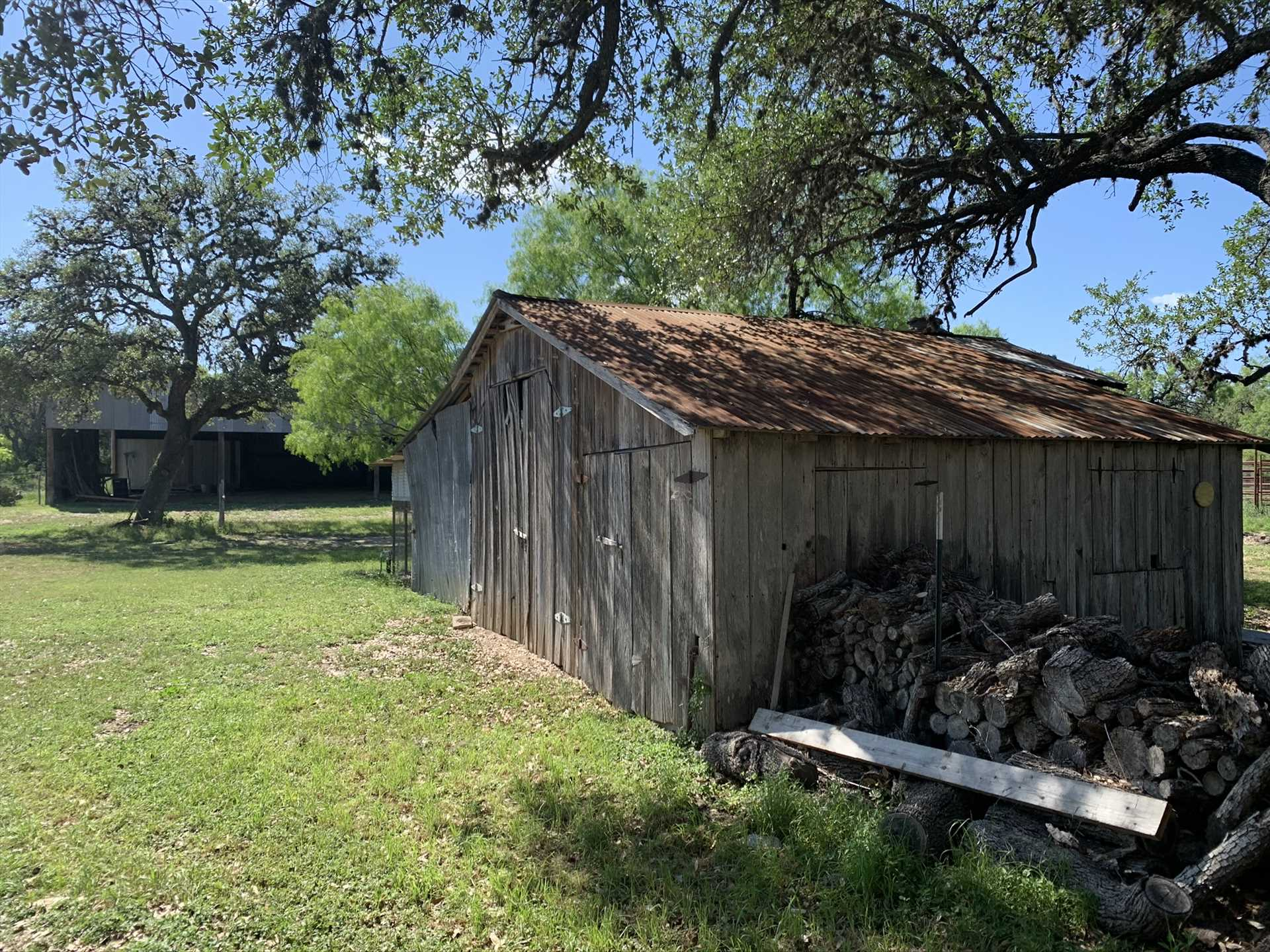 No matter what you'd like to get out of your Hill Country getaway, you'll find plenty to your liking at the Mighty Oaks Retreat!