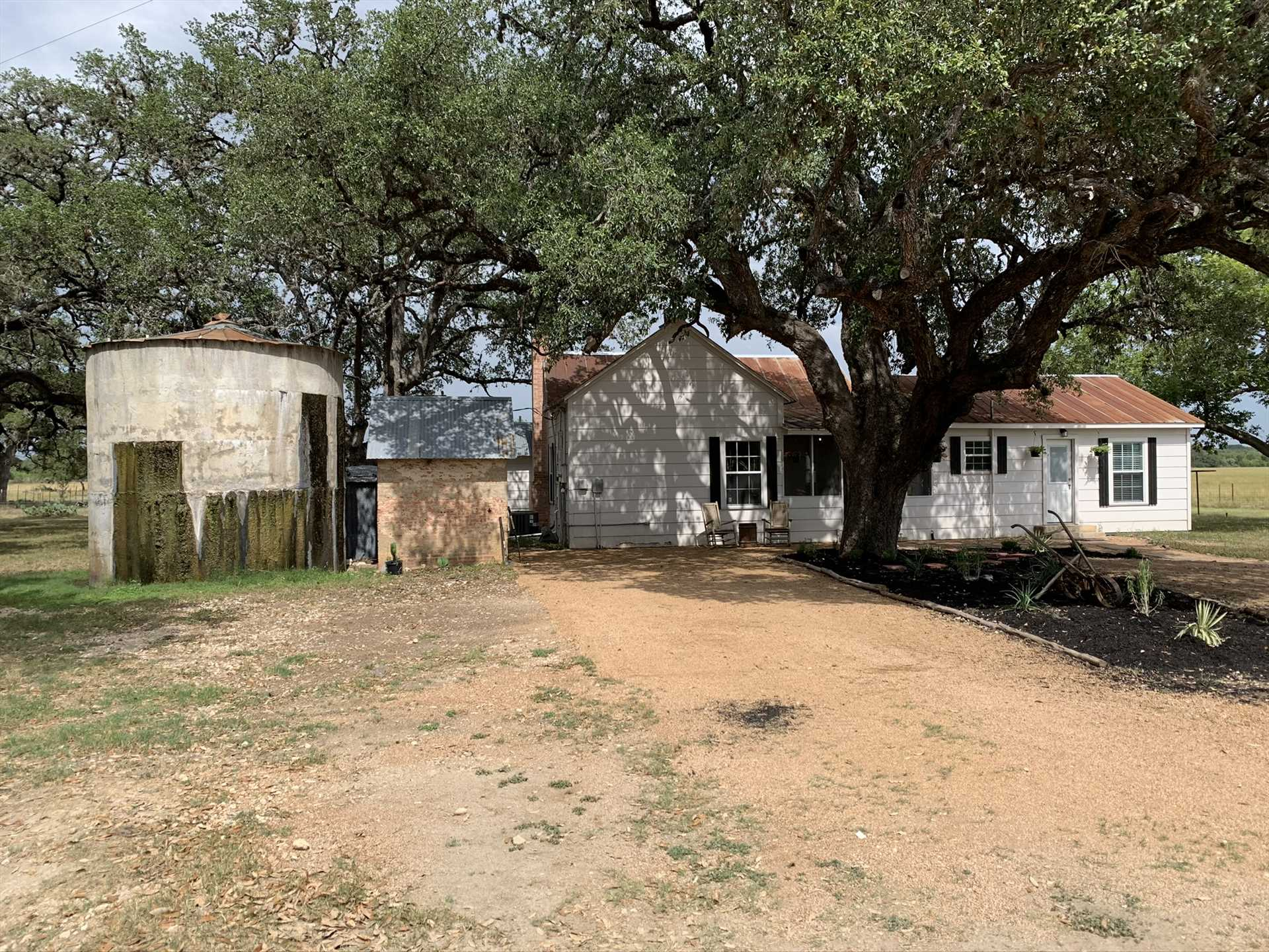 The grounds at the Retreat also include a charcoal grill for a traditional down-home Texas BBQ.