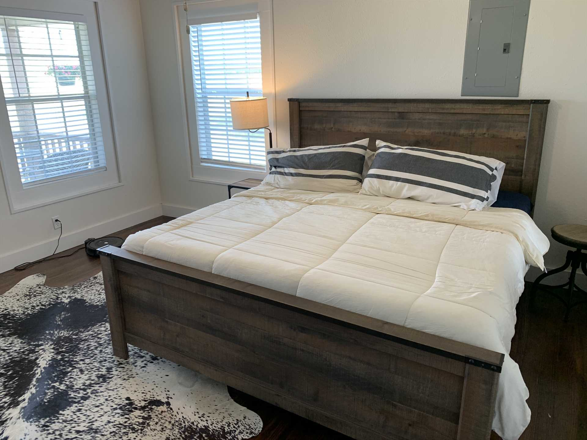 Comforting natural light awakens you in the master bedroom, outfitted with a comfy king-sized bed. Clean and fresh bed and bath linens are all part of your stay!