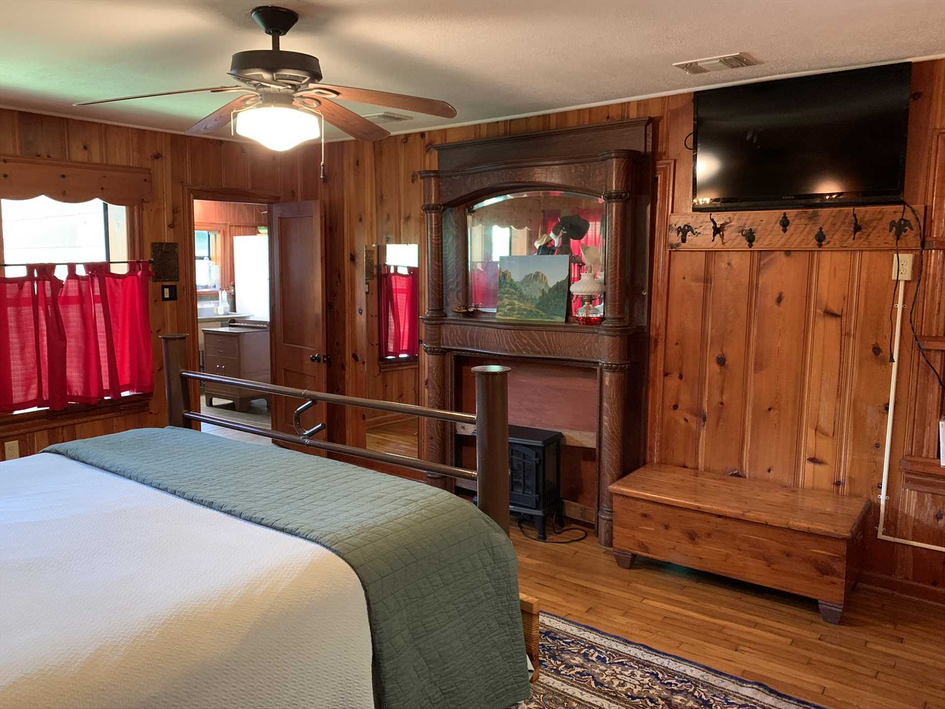 Beyond the central air conditioning and heating, ceiling fans are also distributed throughout the Lodge to guarantee comfort customized to your needs.