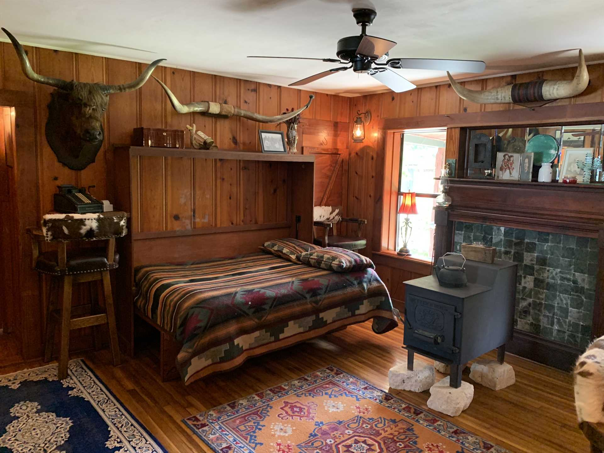 If the only Murphy beds you've seen were in the movies, you're in for a treat here! The third bedroom has two full-sized Murphy beds that fold neatly into the wall when not in use.