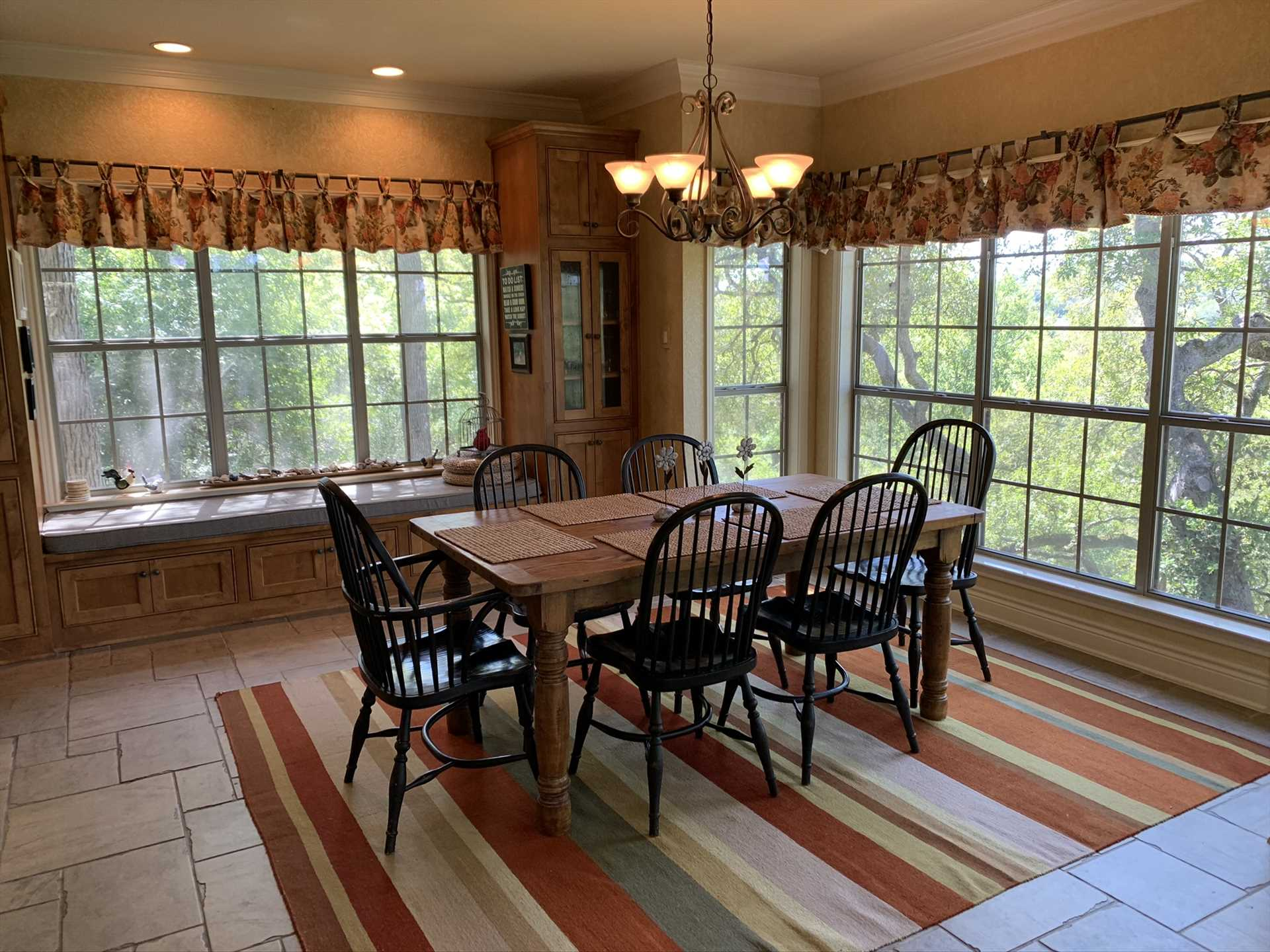 Those pretty views surround you and your family and friends in the dining room and adjacent breakfast nook.
