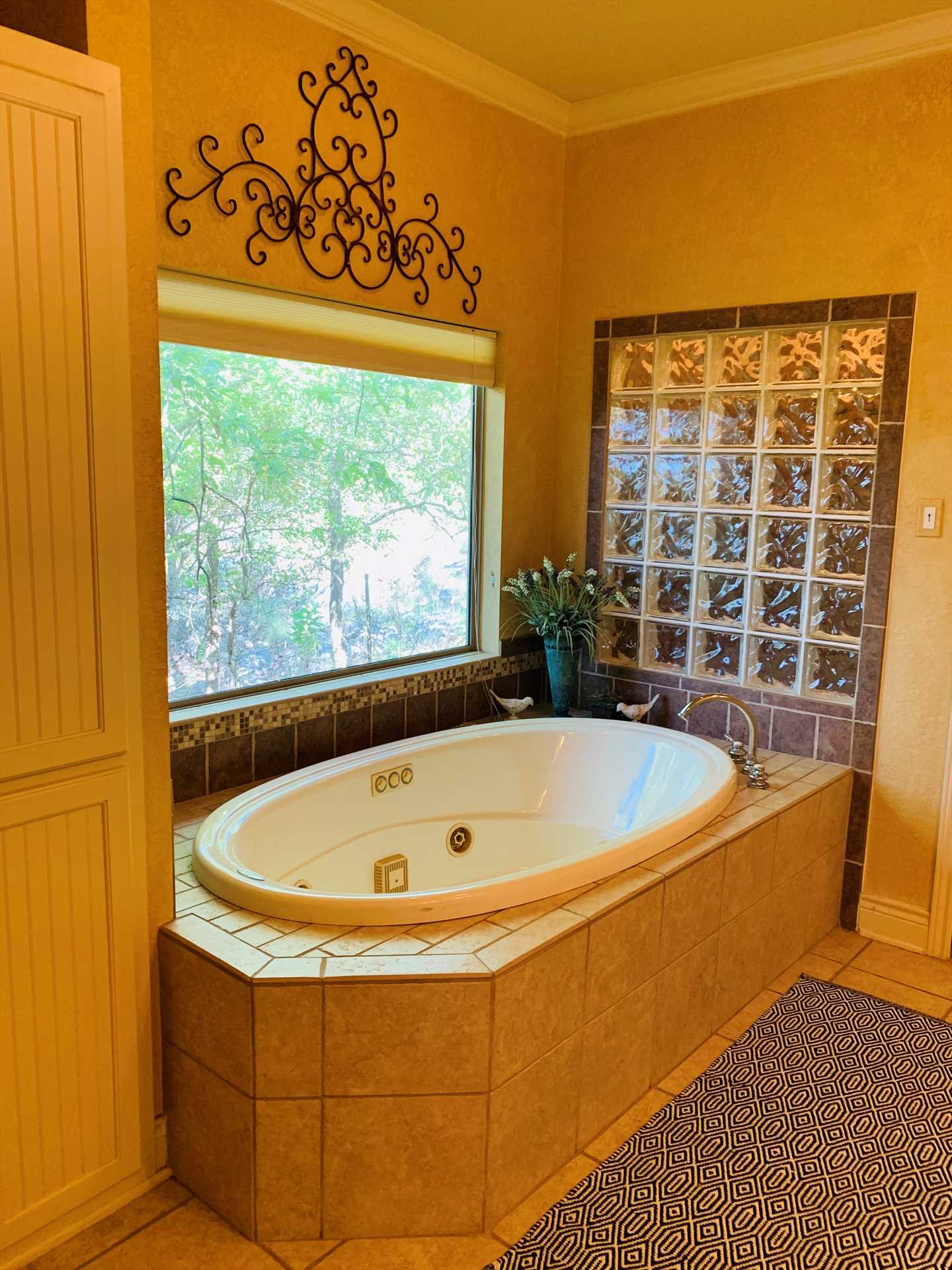 The Retreat has two-and-a-half baths, but there may be some friendly competition for access to the master bath's jacuzzi-style tub!