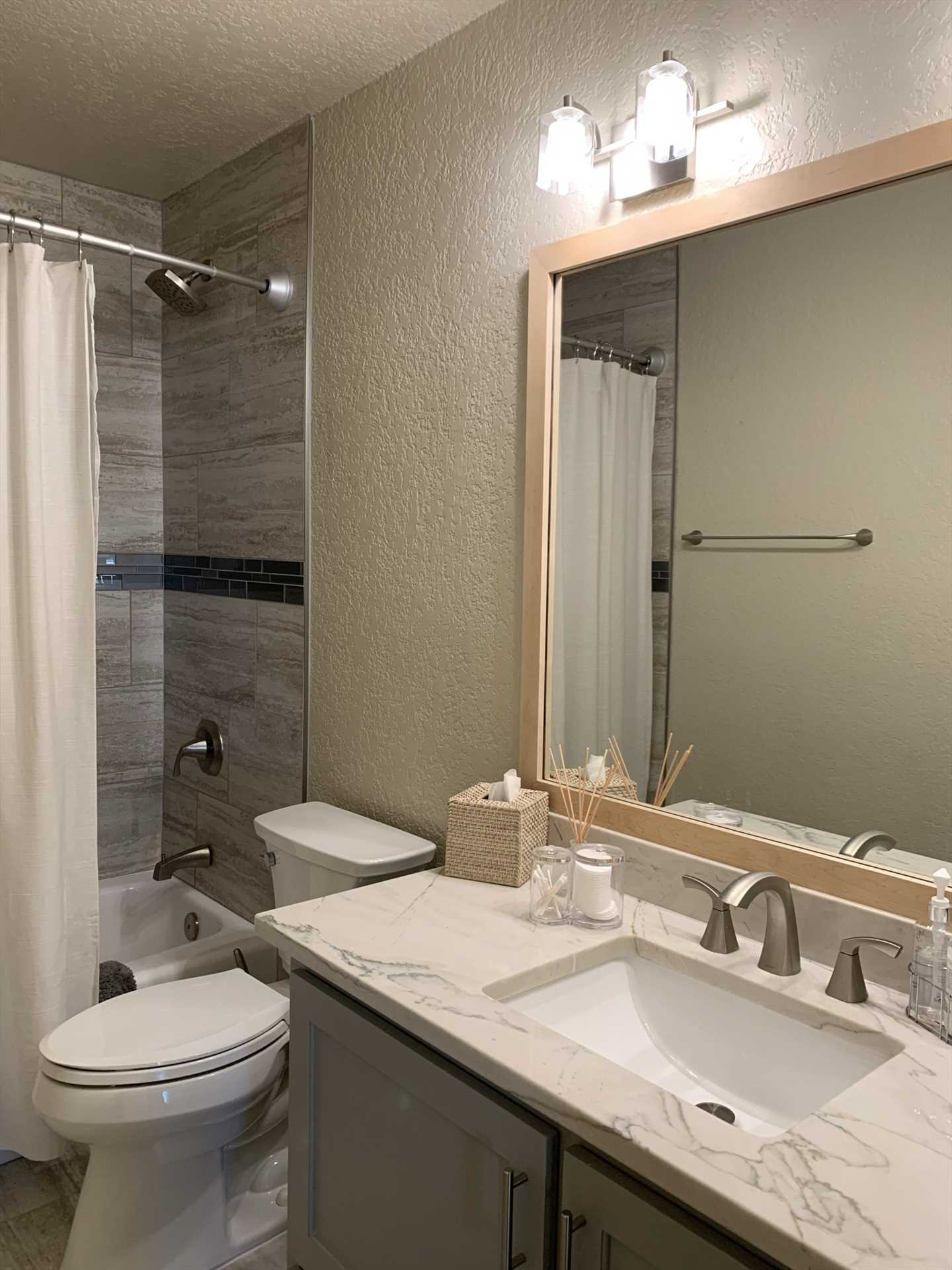 Clean linens can be found in all the bed and bathrooms, and the second bath is equipped with a handy tub and shower combo.