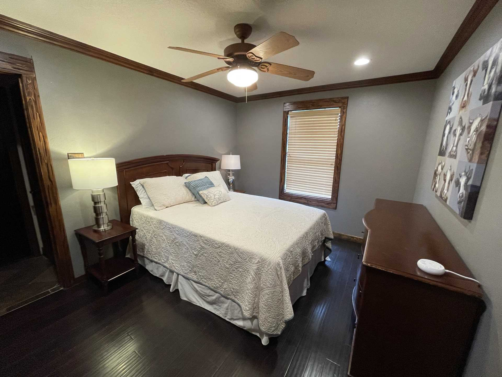 With two king-sized and two queen-sized beds, the retreat provides sweet and restful shuteye for up to eight guests.