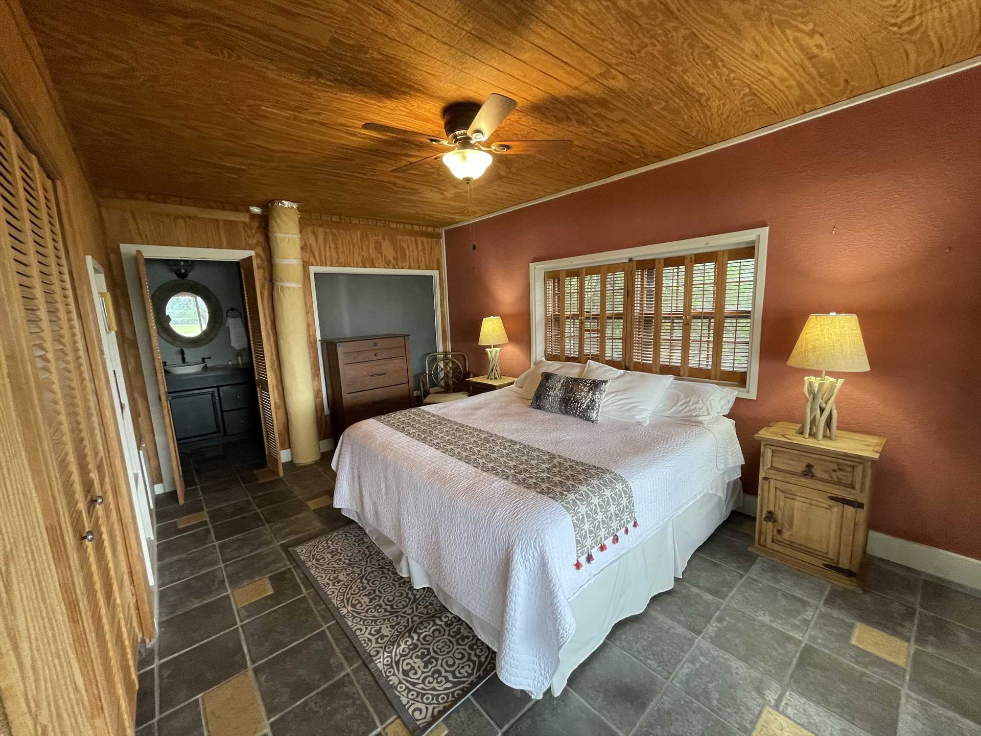 The spacious and stylish master suite features a roomy and comfortable king-sized bed. All bed and bath linens are provided, as well.