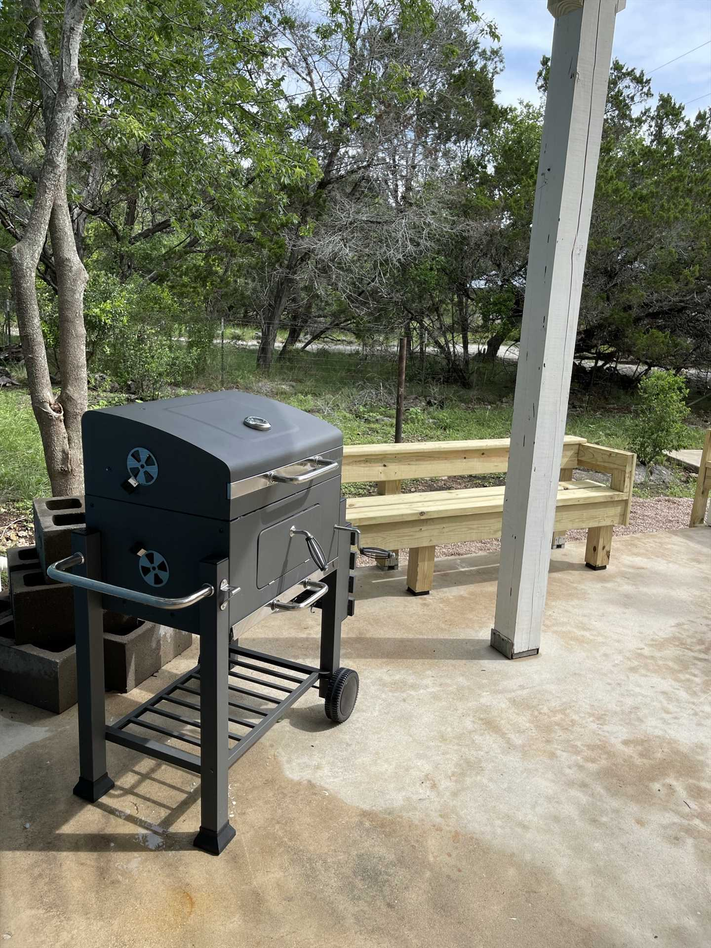 Rock your BBQ skills on the modern charcoal grill!